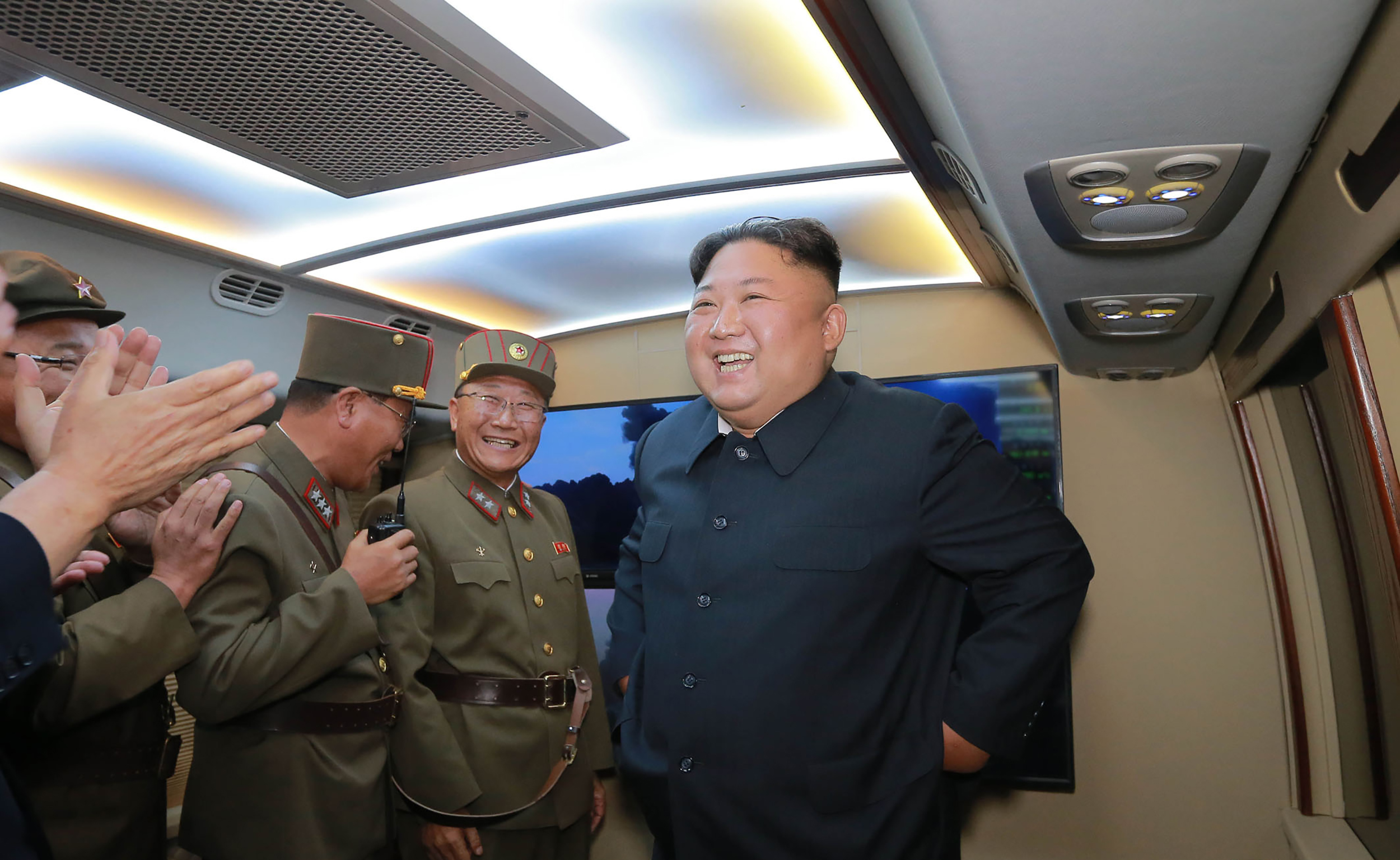 A műholdképek alapján úgy tűnik, hogy Észak-Korea atomrakéták indítására képes tengeralattjárón dolgozik