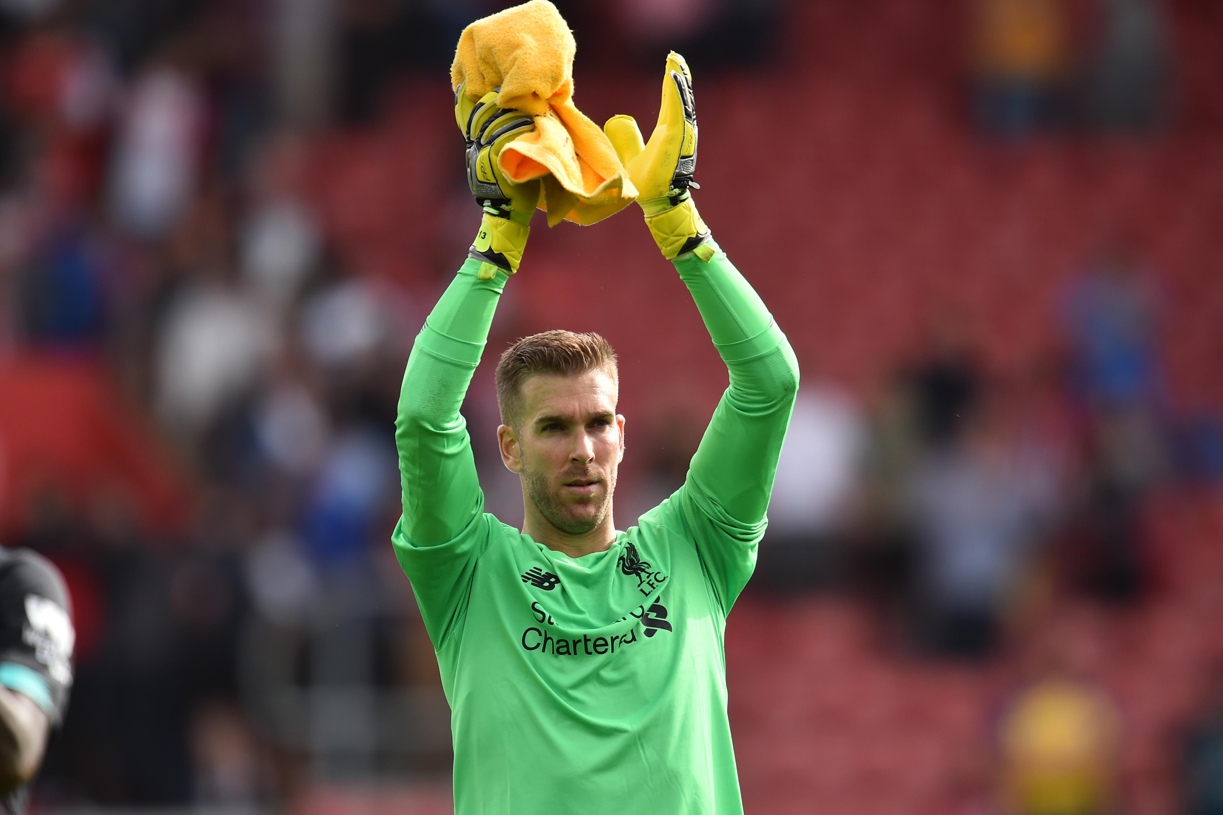 Döbbenetes gólt hozott össze a Liverpool kapusa