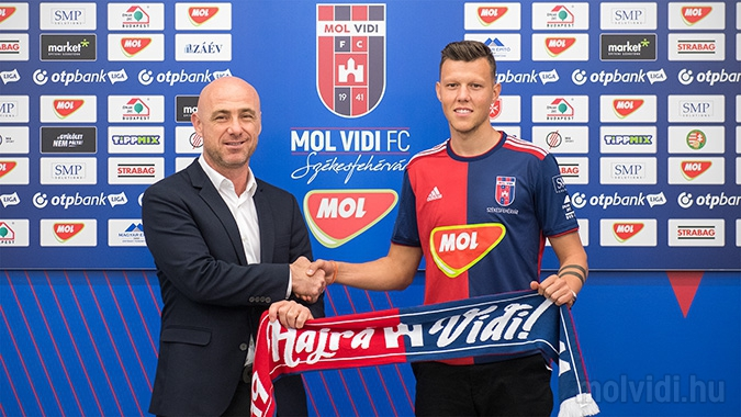 A román fociszövetség a FIFA-hoz és az UEFA-hoz fordult amiatt, ahogy a Vidi bánik a román-magyar Rus Adriánnal