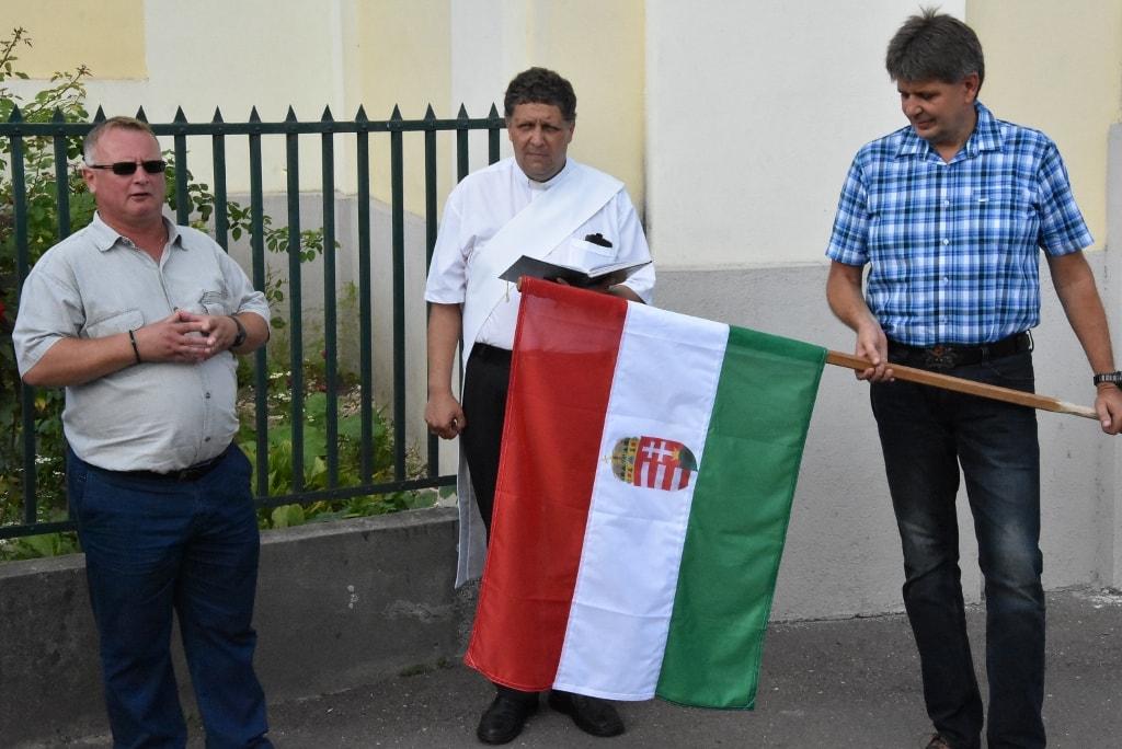 Vadonatúj zászlótartót avatott az ózdi Fidesz