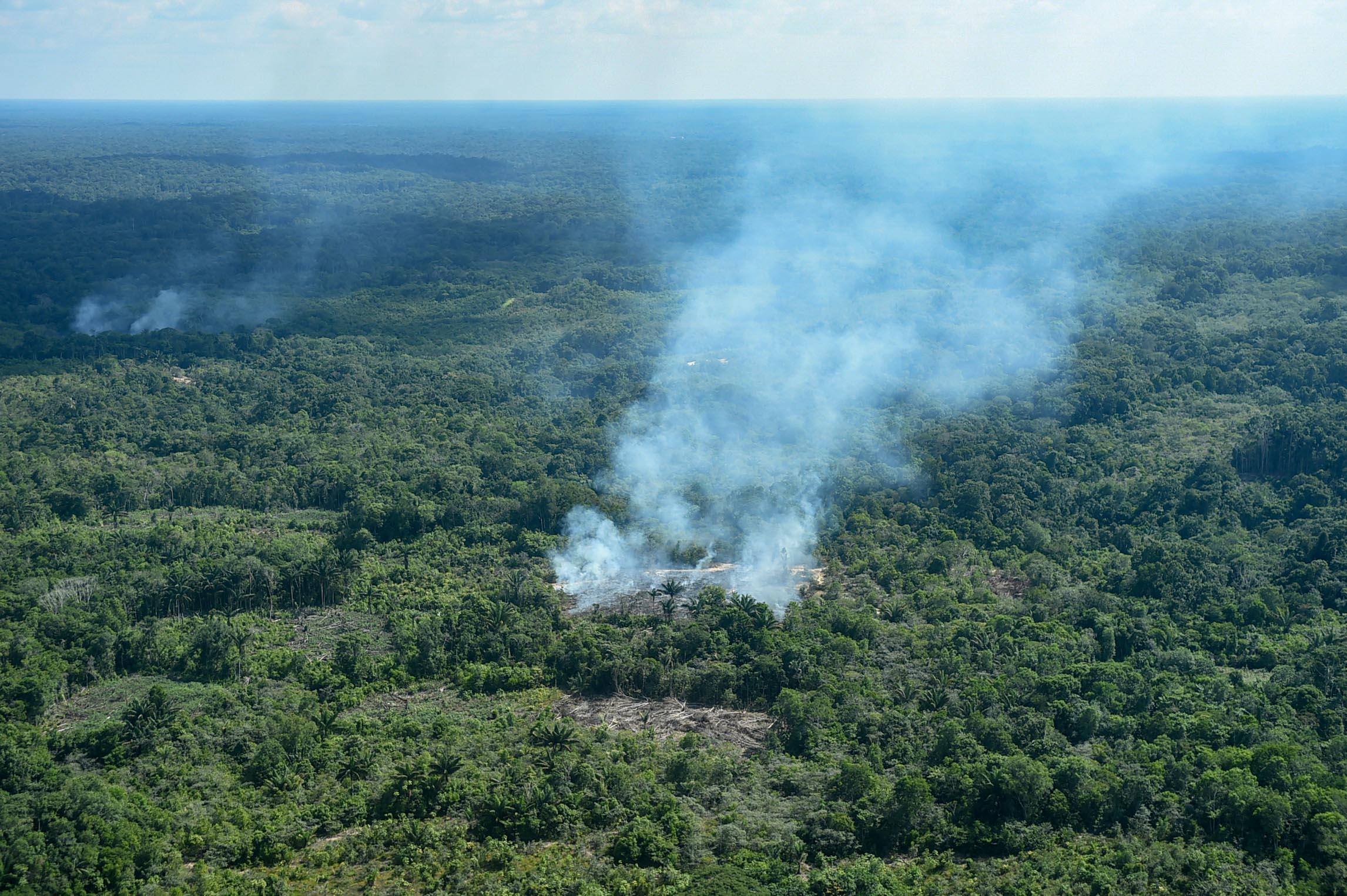 A G7-csúcstalálkozón megállapodtak, hogy 20 millió dolláros segélyt adnak az amazóniai tüzek megfékezésére