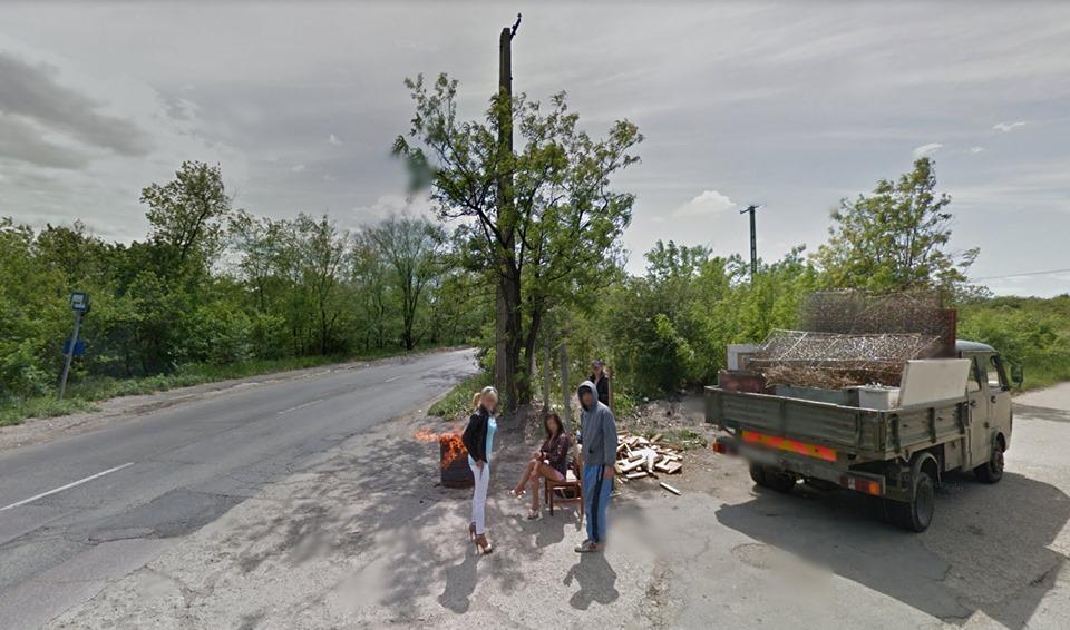 Ahogy van, a legjobb magyar raplemez borítója lehetne ez a Kamaraerdőn készült Google Street View fotó