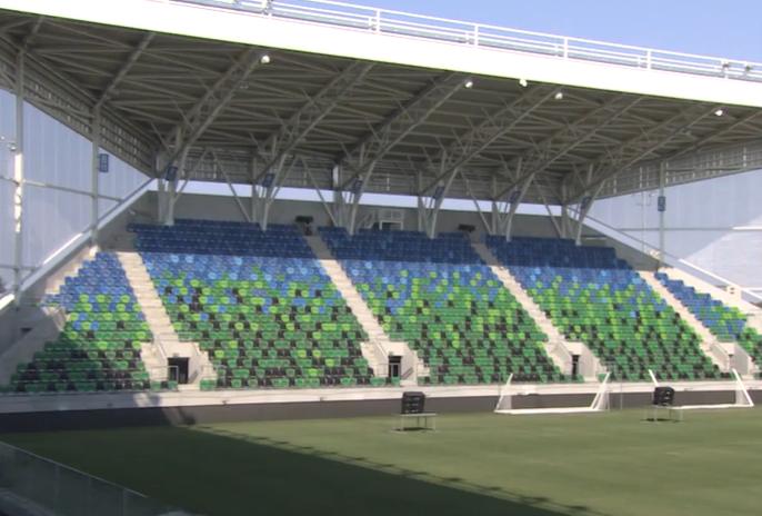 Azért lettek zöld székek az új szegedi stadionban, mert Kiss-Rigó László püspök Fradi-szurkoló