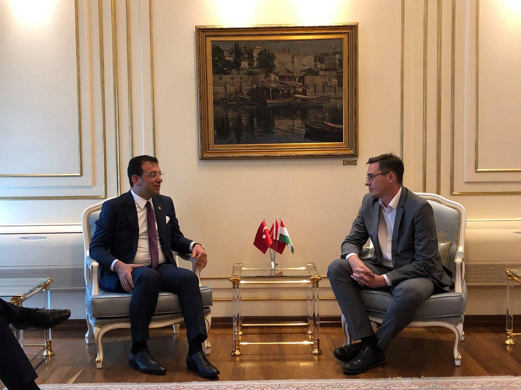 A török kormánypártot legyőző isztambuli polgármesterrel találkozott Karácsony Gergely