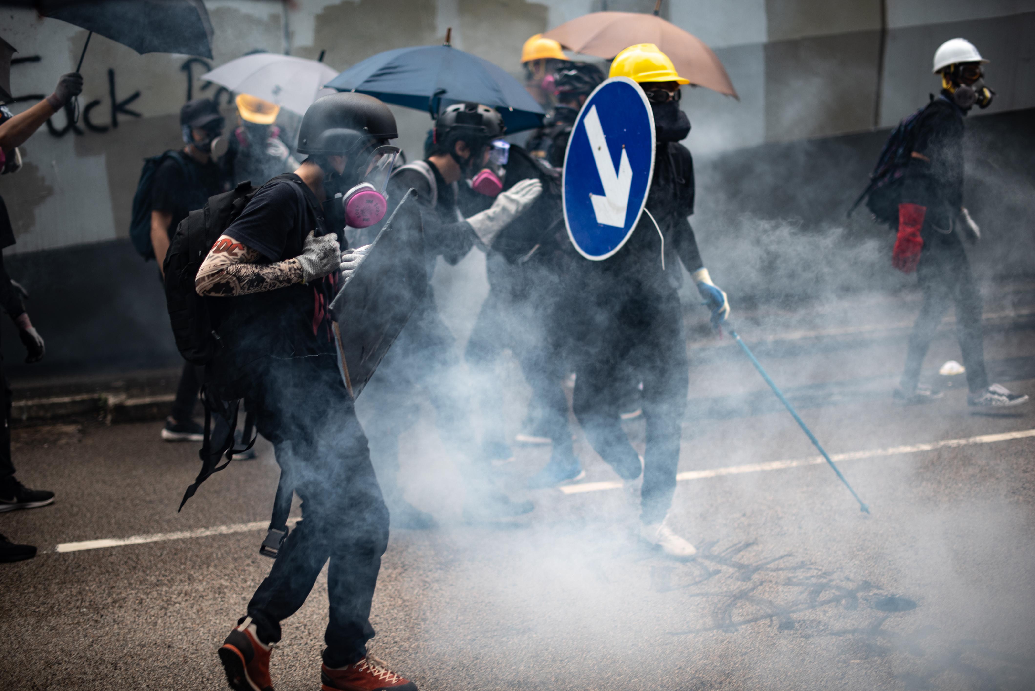 A tüntetések hatására visszavonja a kiadatási törvényt a hongkongi vezetés