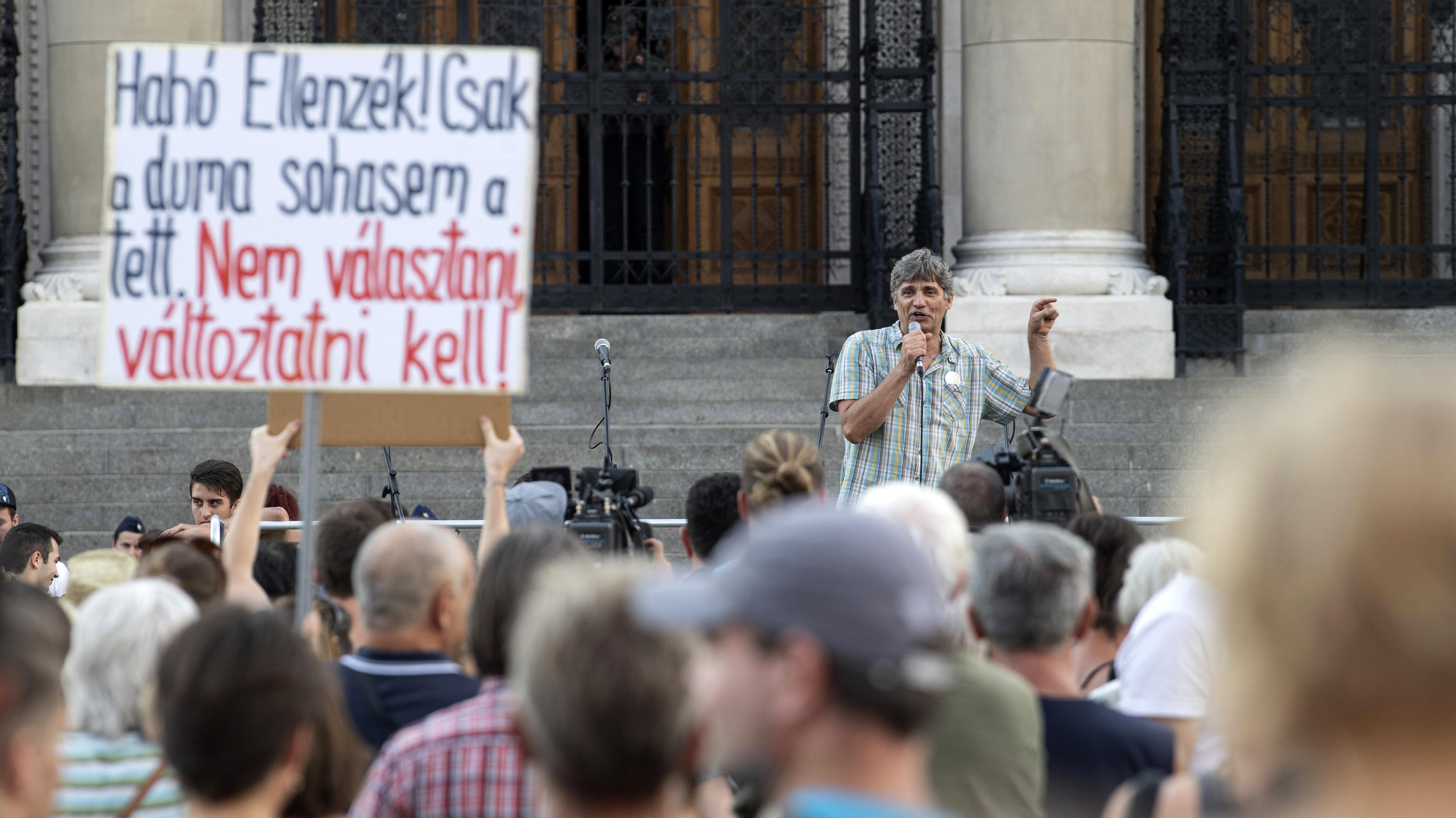 Tüntetni mennek a pedagógusok, mert a kormány nem rendezte a béreket