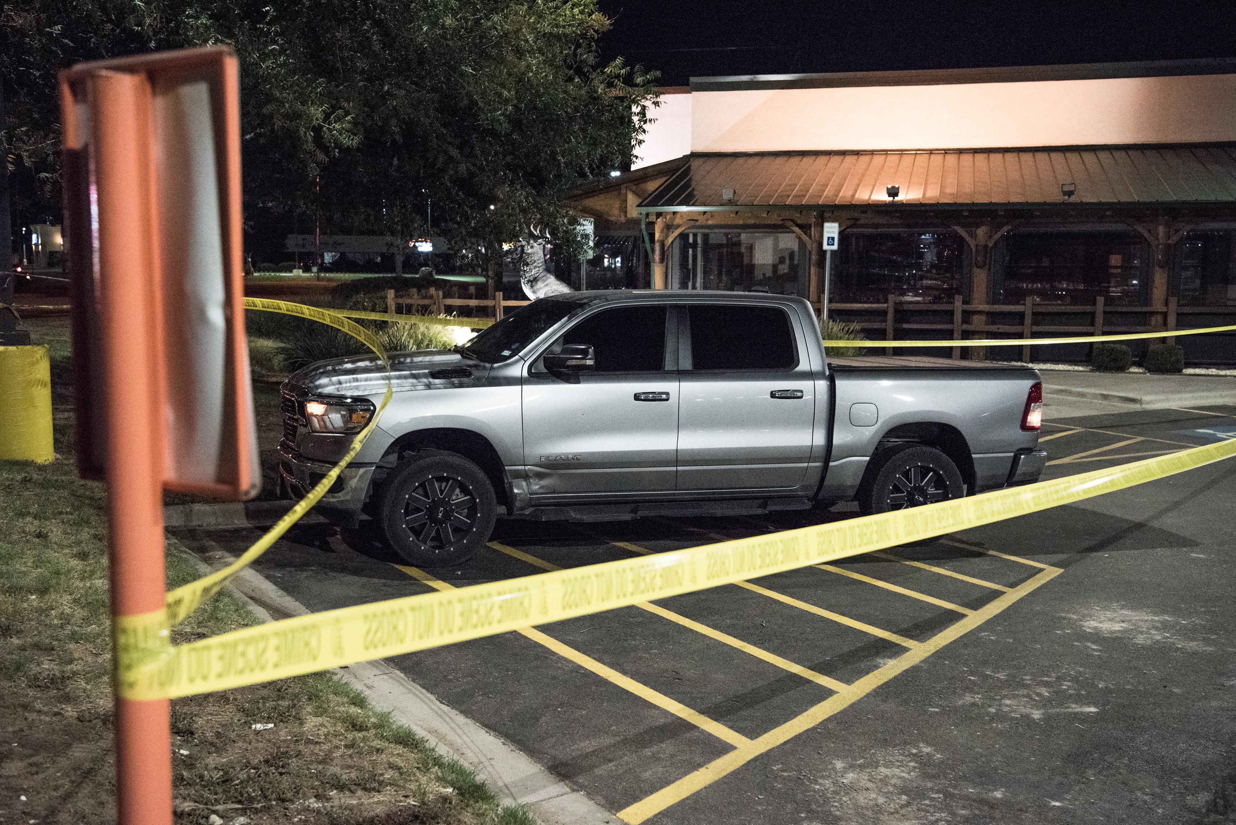 5 embert megölt, és 21-et megsebesített egy fegyveres ámokfutó Texasban