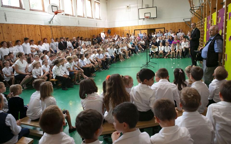 Minden párt, még a Fidesz is, iskolabezárást kér a kormánytól