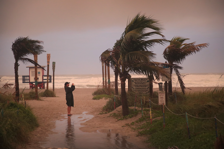 Legalább öt halálos áldozata van már a Dorian hurrikánnak
