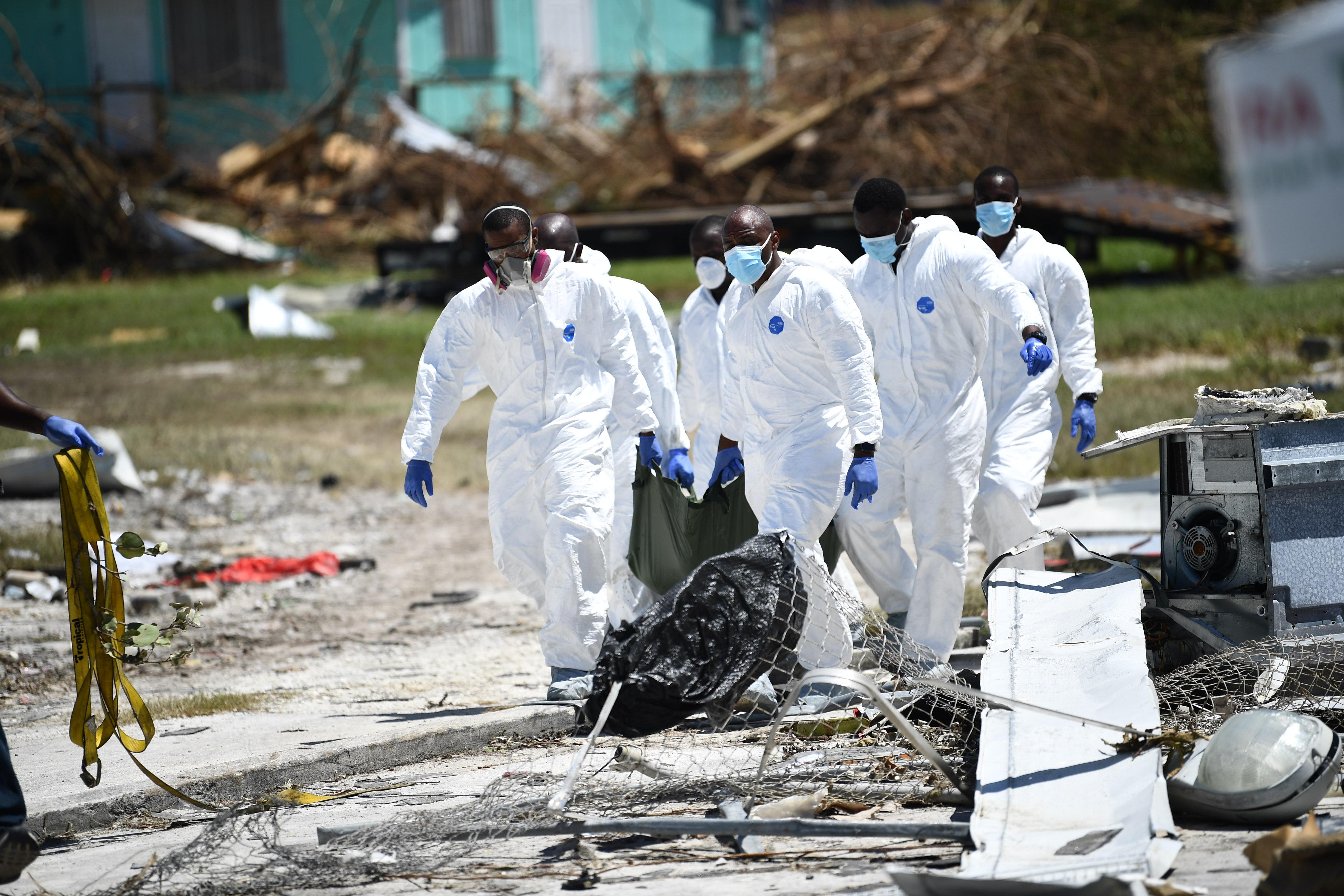 Százasával küldik a hullazsákokat a Bahamák letarolt vidékeire