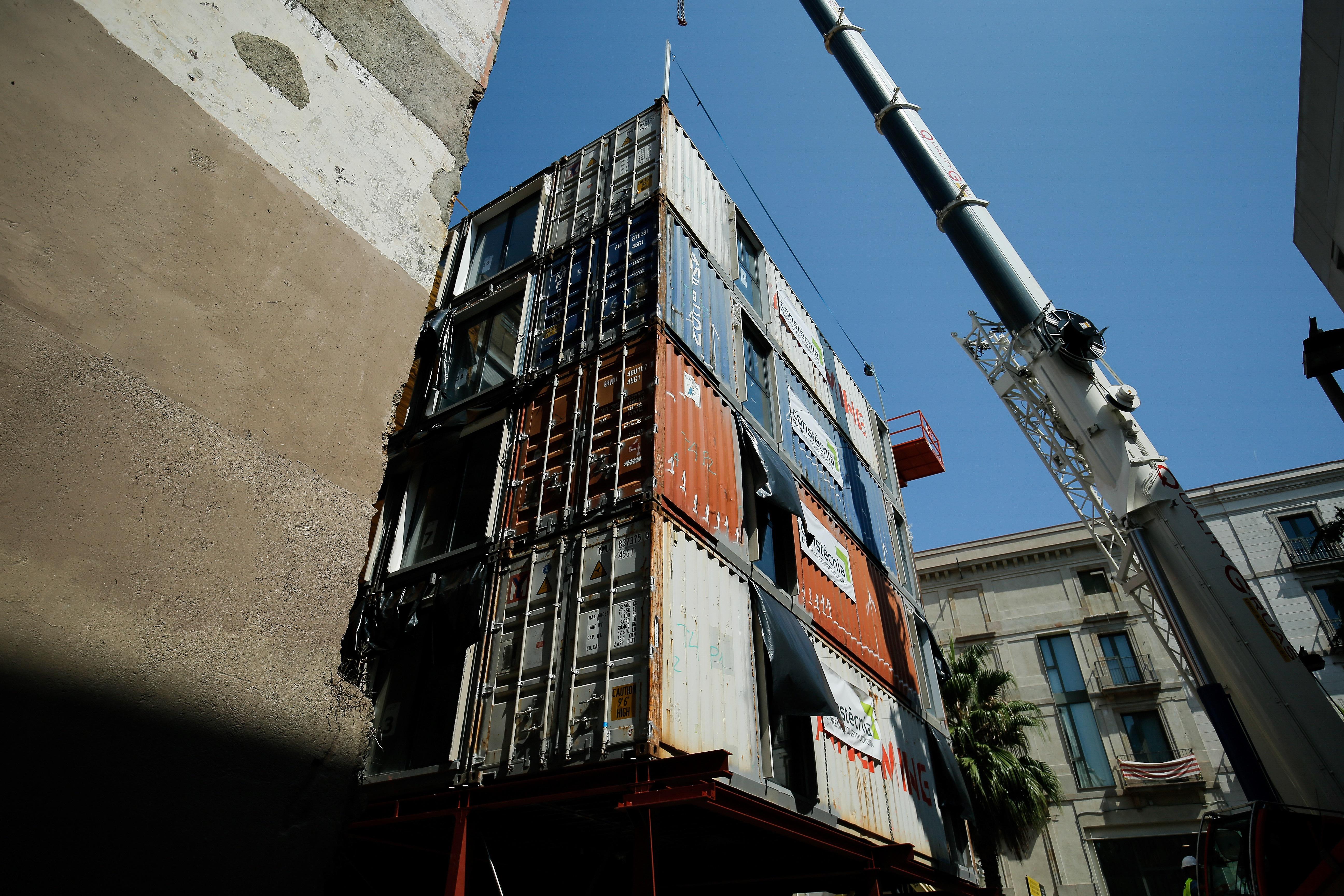 Teherkonténerekből építenek apró lakásokat Barcelona belvárosában a rászorulóknak