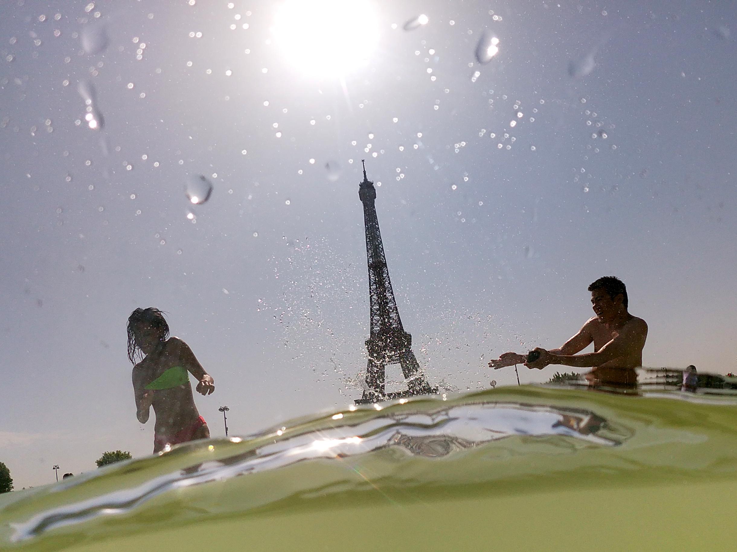 1500 ember halt meg az extrém hőségben Franciaországban