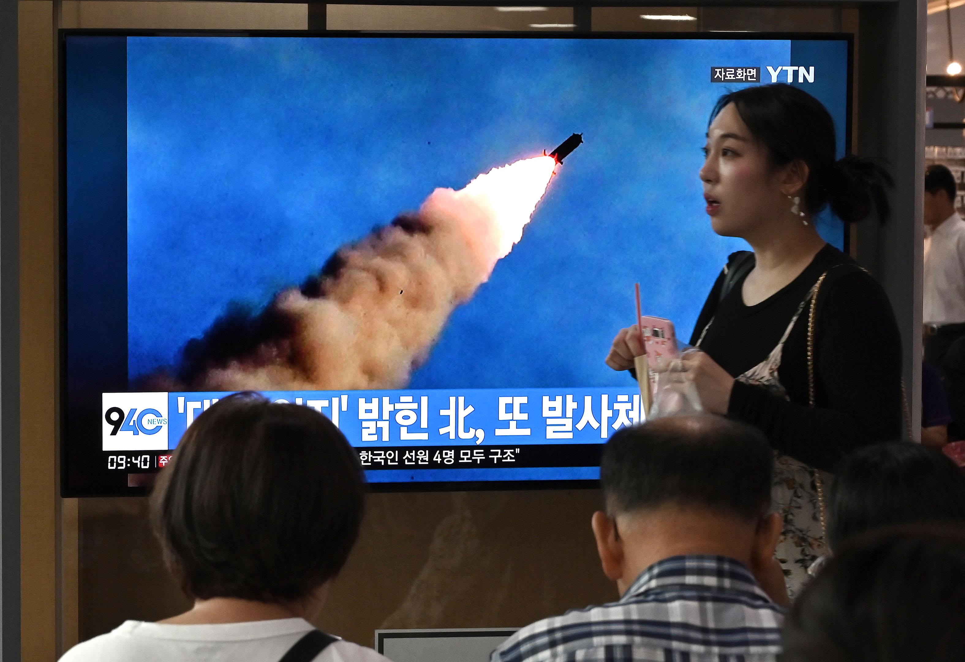 Észak-Korea ellentmondásos jelzéseket küld: rakétázva üzeni, hogy kész tárgyalni