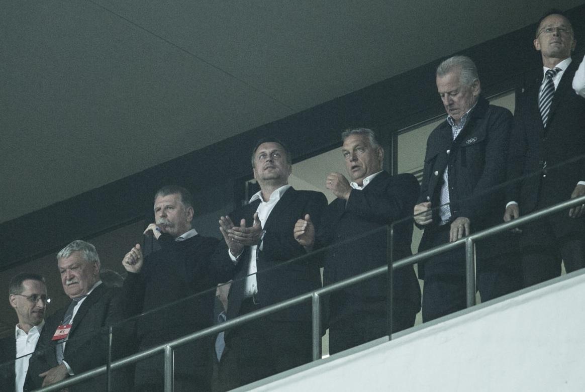 Orbán a magyarellenes Jan Slota egykori helyettesével, a Szlovák Nemzeti Párt elnökével együtt nézte a meccset
