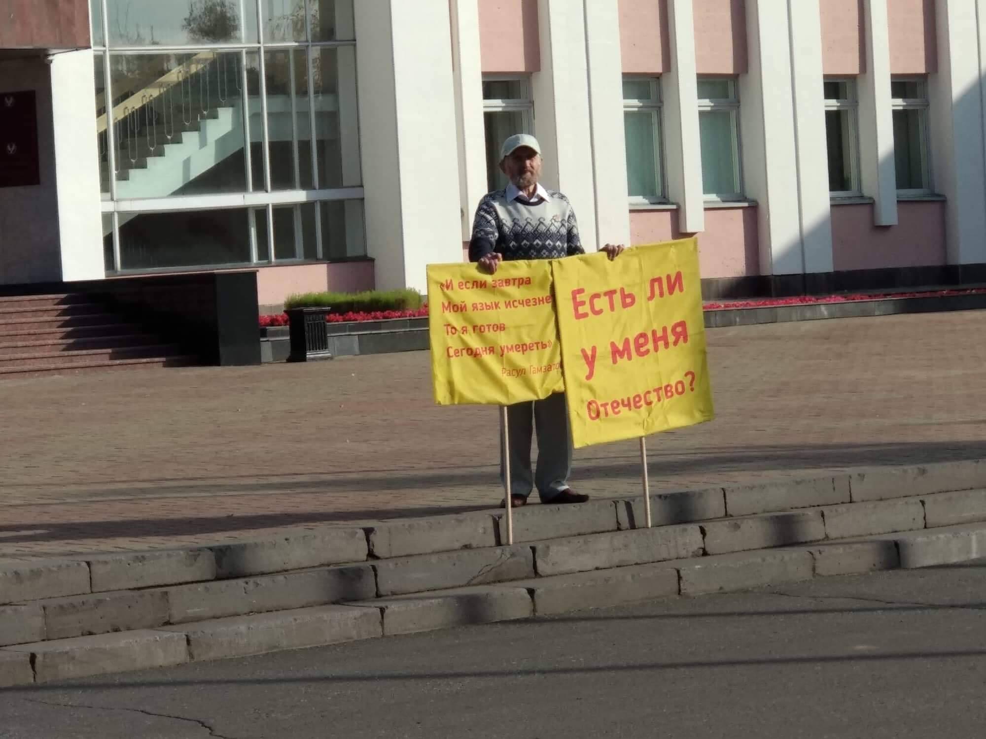 Felgyújtotta magát egy udmurt filozófus az izsevszki parlament előtt
