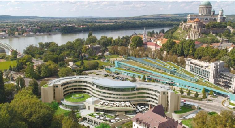 Milliárdokat kaphatott Hernádi Zsolt az államtól egy esztergomi hotelre, a pénzt odaítélő szervnél dolgozó unokaöccse lett a Fidesz helyi polgármesterjelöltje