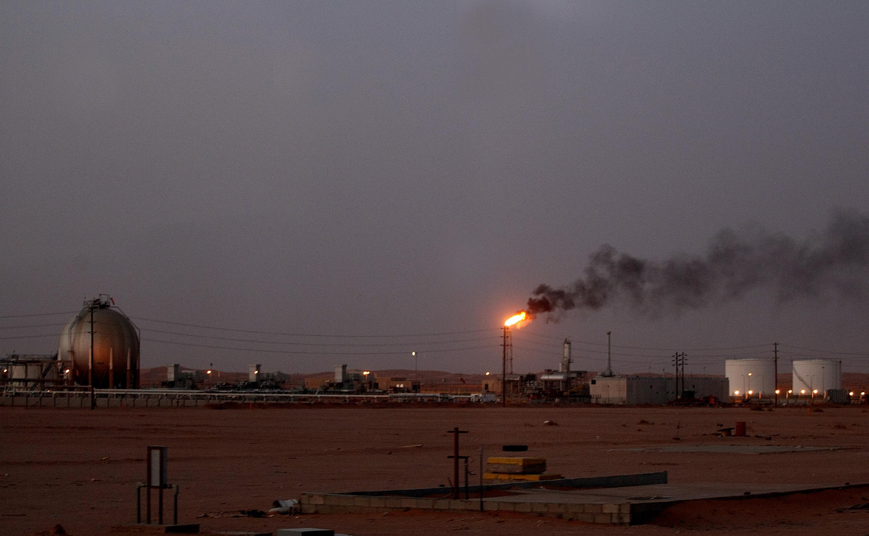 A szaúdiak szerint dróntámadás miatt gyulladt ki két olajipari létesítményük