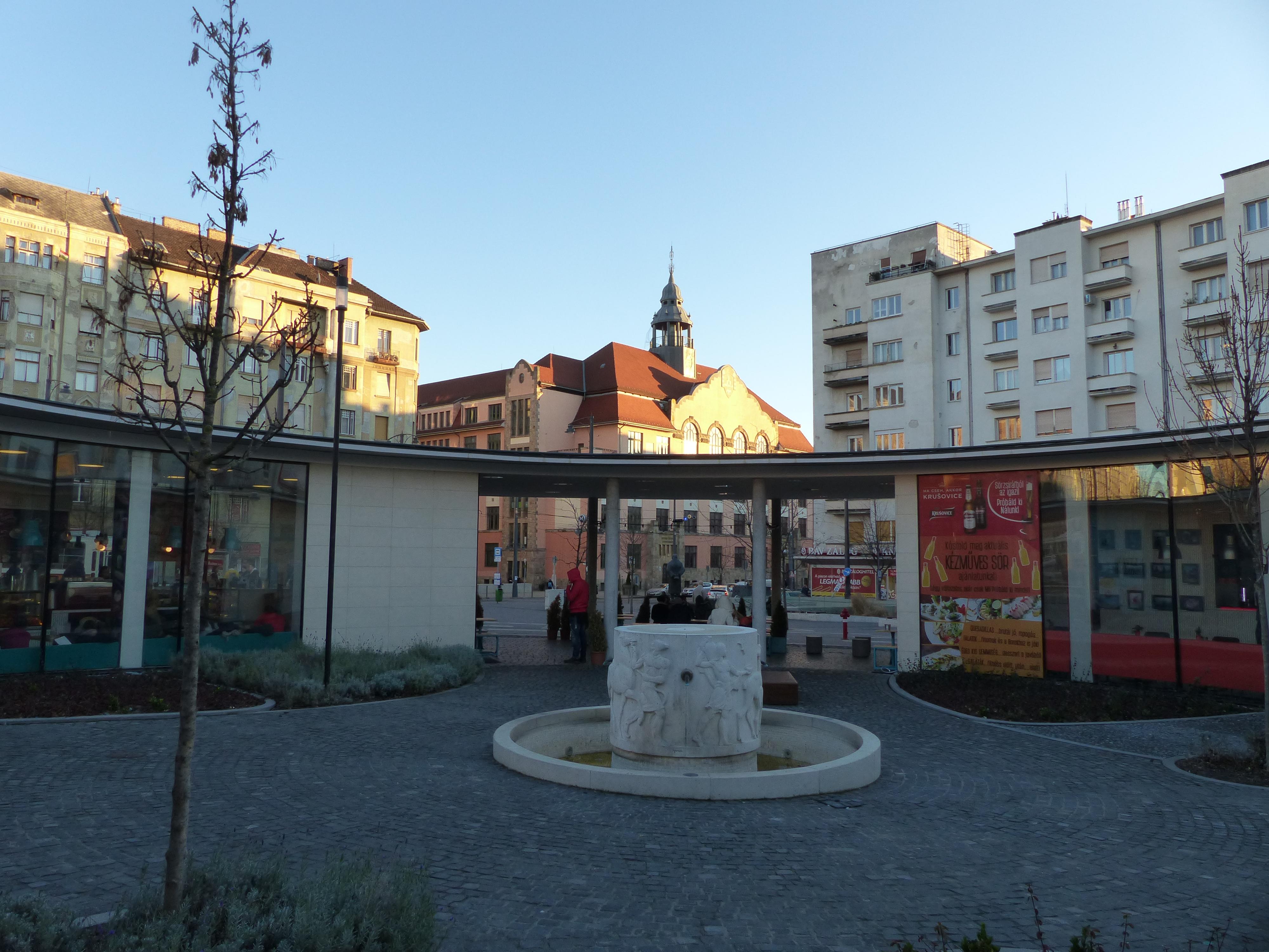 Megkezdték a Móricz Zsigmond tér környékének kiürítését