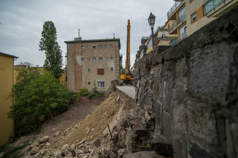 Budavári Önkormányzat: Veszélyhelyzetet állapított meg a Logodi utcai támfalomlás miatt a független statikai vélemény
