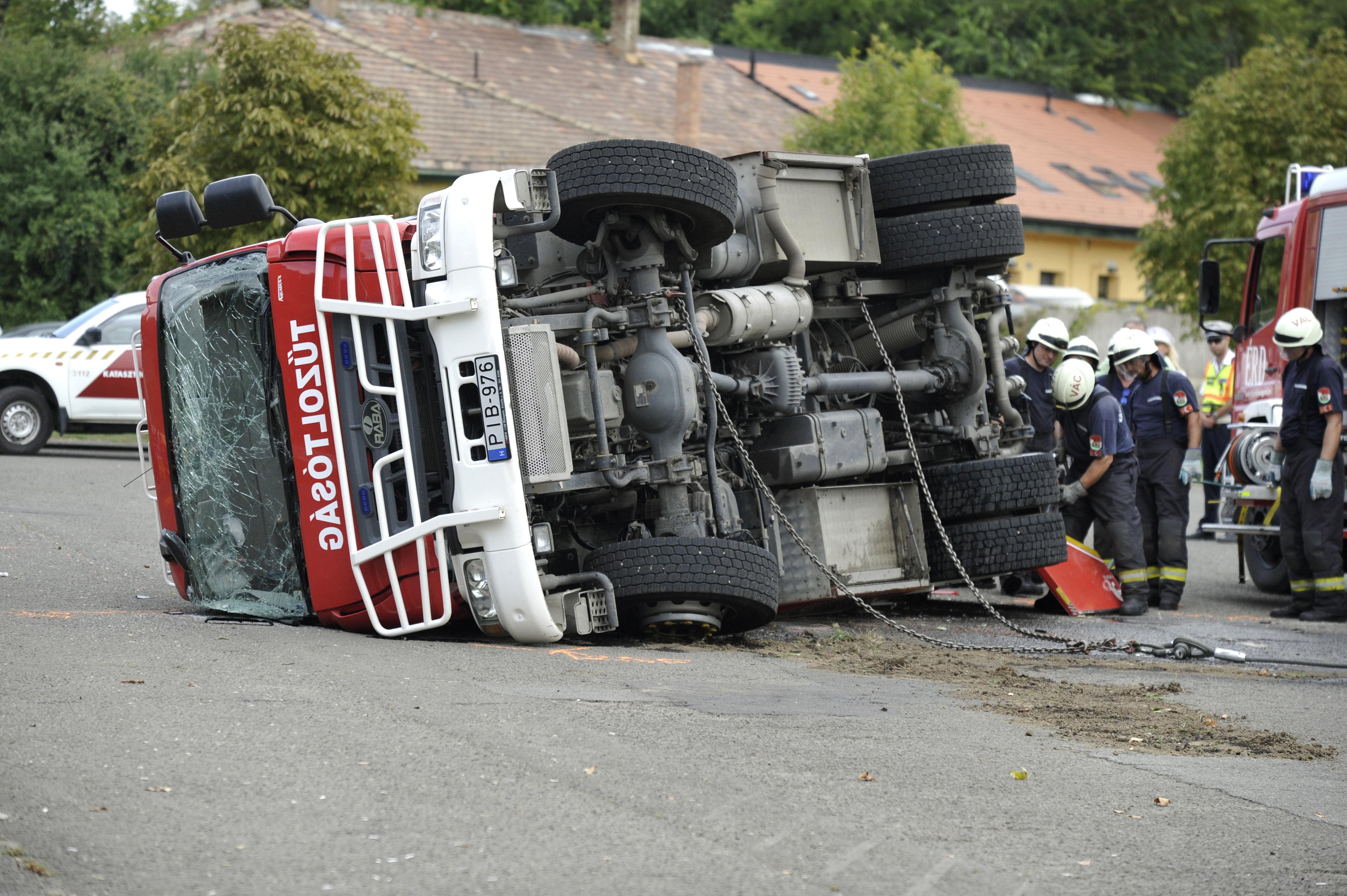 Lerobbannak és balesetveszélyesek az itthon gyártott tűzoltóautók, de ugyanitt gyártják majd a mentőket is