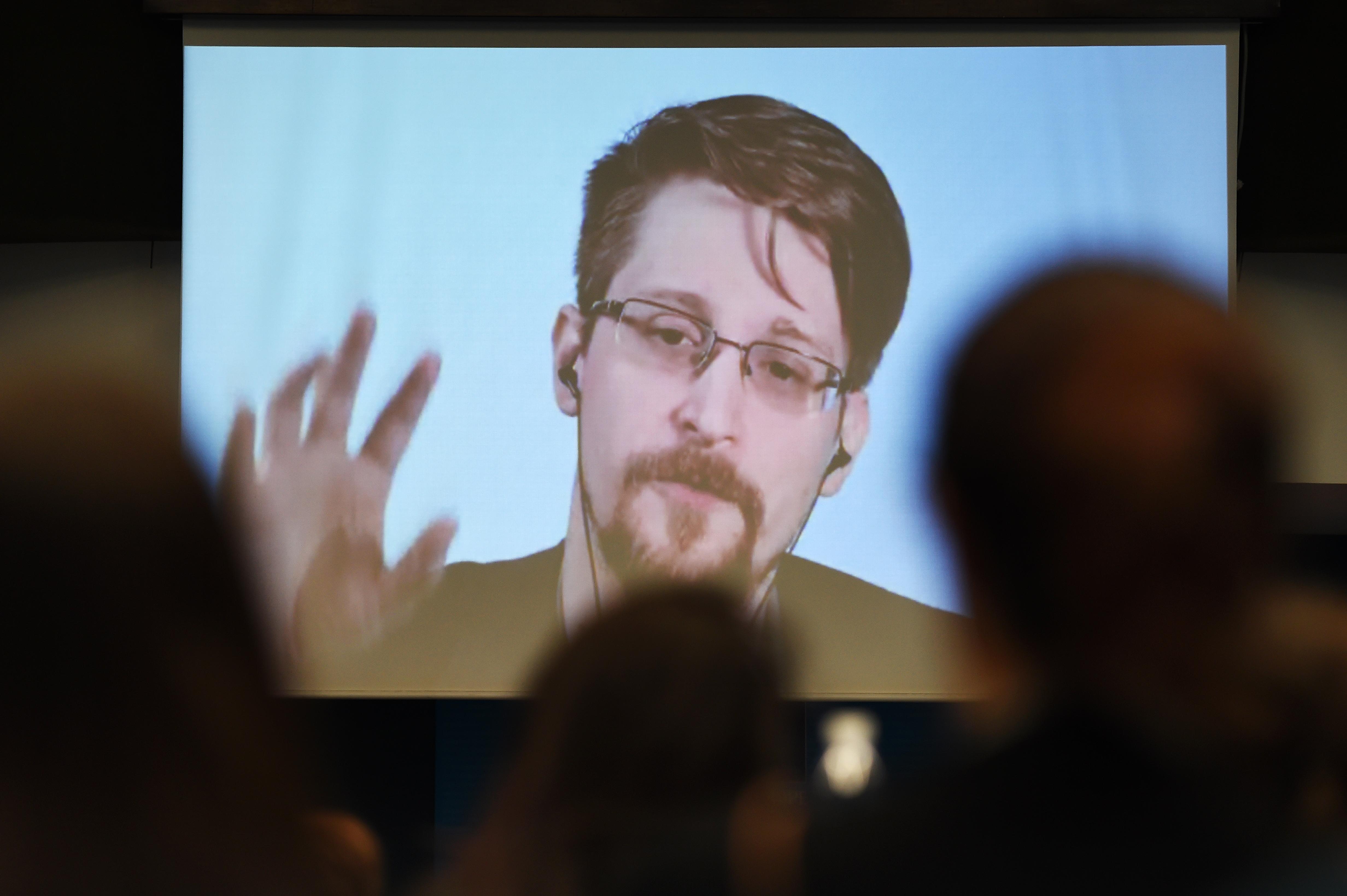 Snowden kész visszatérni az Egyesült Államokba, és akár börtönbe is vonulni, ha tisztességes eljárásban részesül