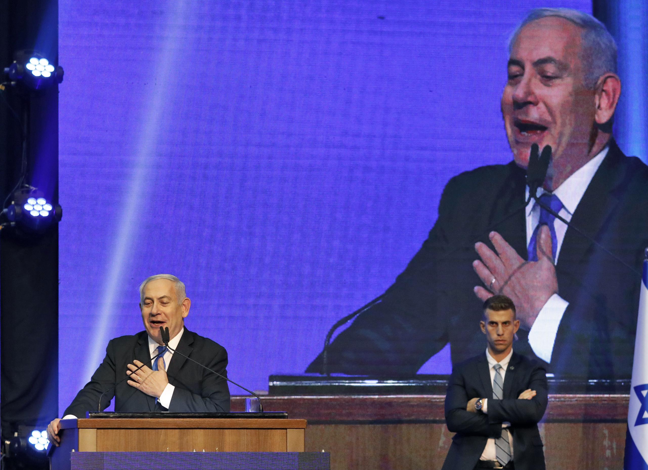 Tengerbe csapódott a gépével a Netanjahu-per egyik tanúja