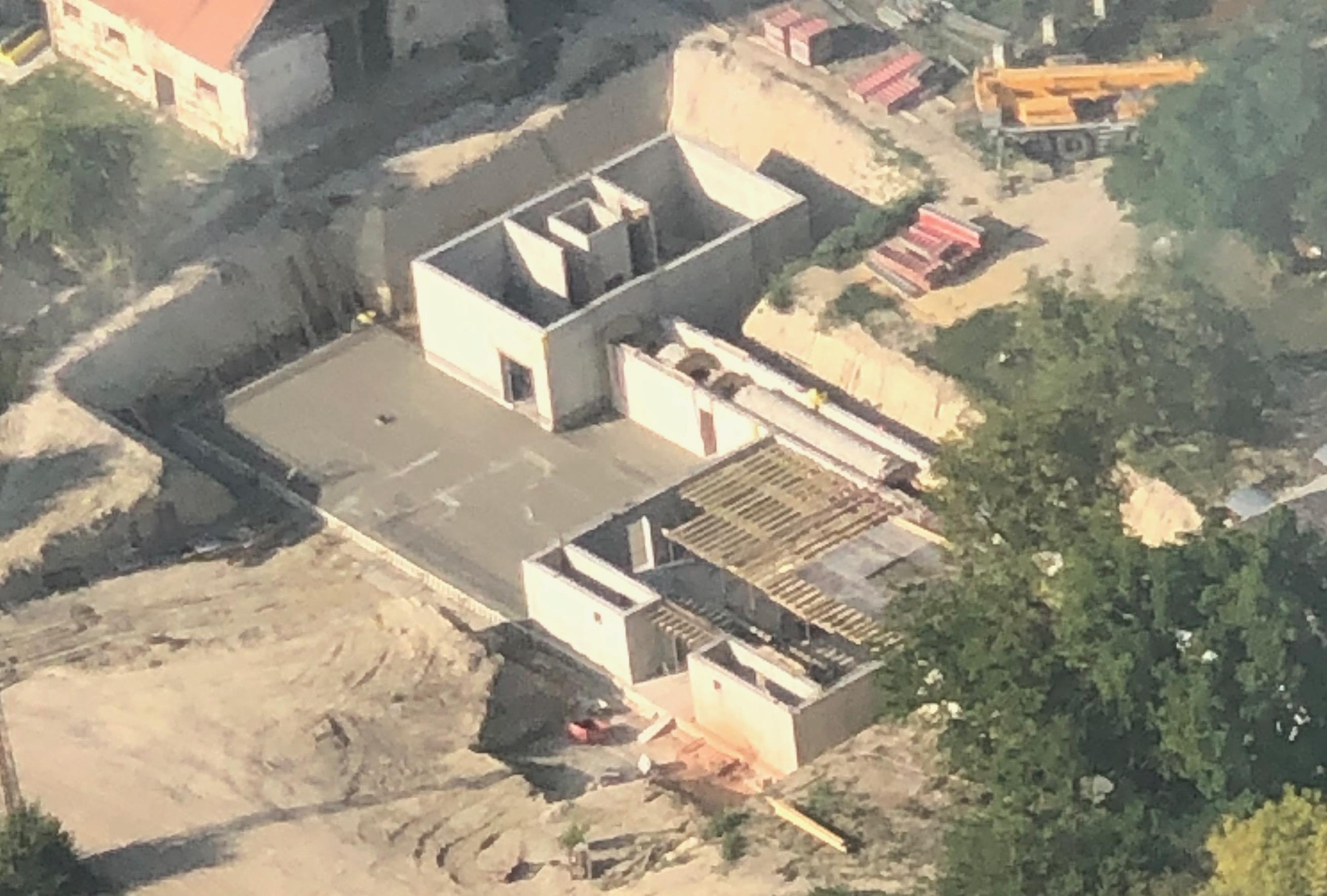 Bunker? Kazamaták? Valami nagy dolog épül a föld alatt a titkos Orbán-birtokon