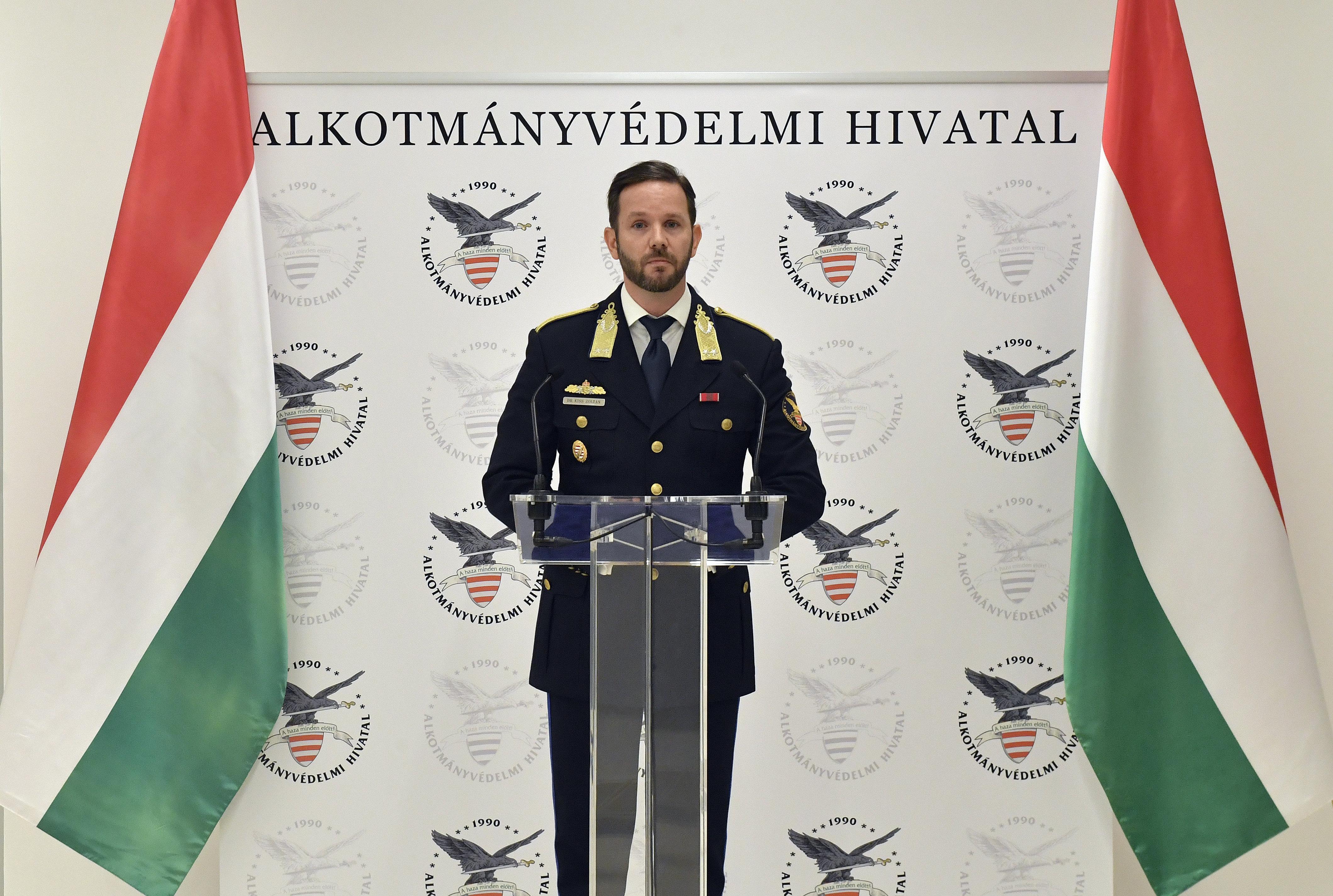 Orbán leváltotta az Alkotmányvédelmi Hivatal vezetőjét