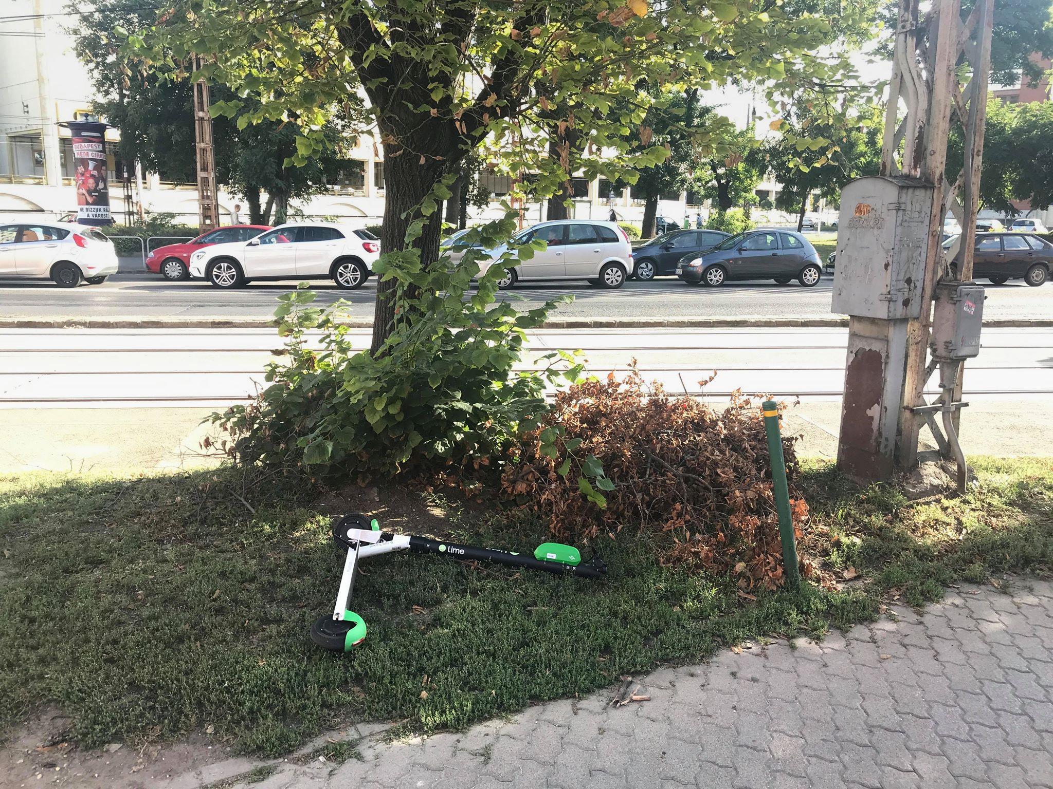 Erzsébetváros talált tárgyként kezeli, begyűjti a járdán parkoló elektromos rollereket