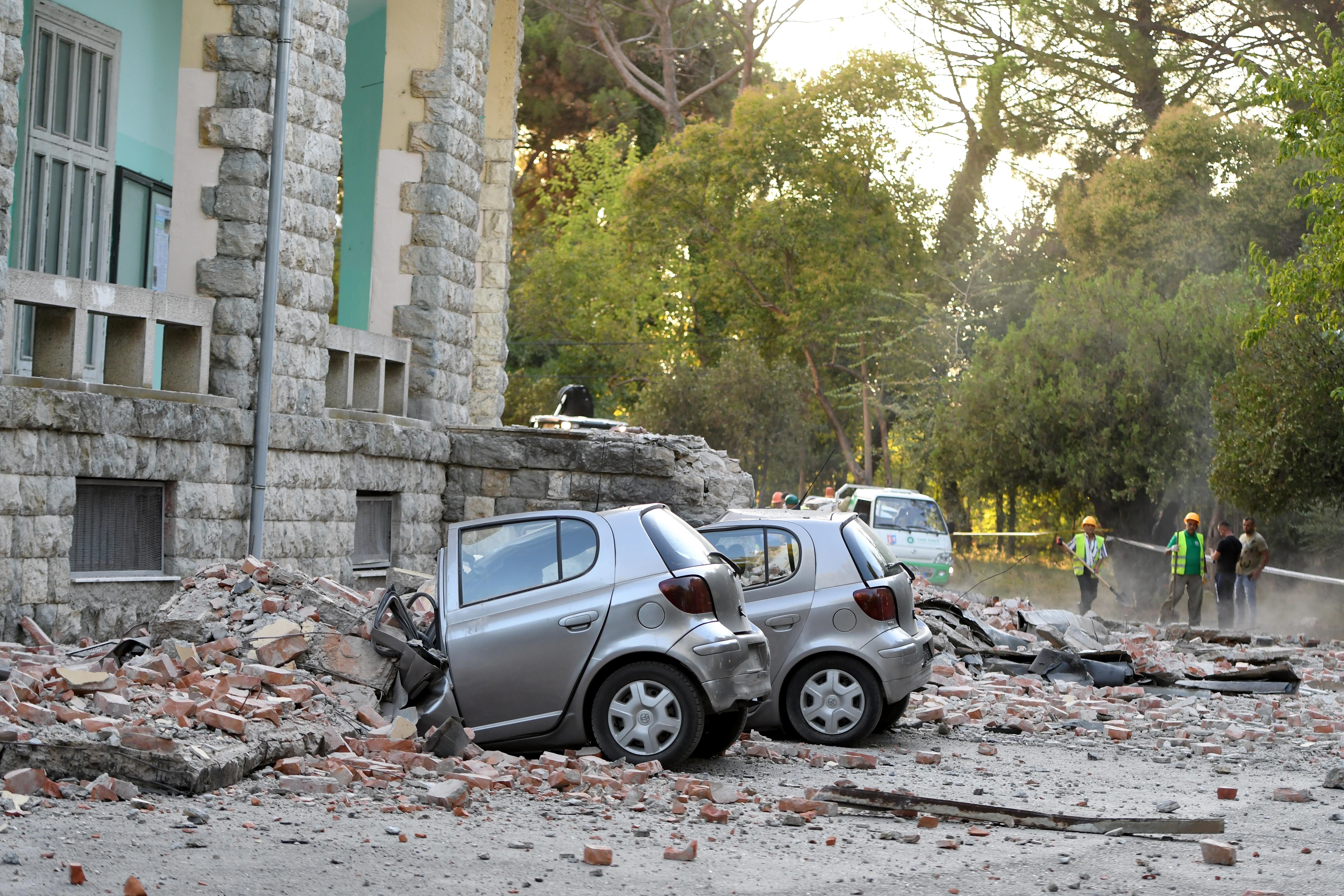 Erős földrengés volt Albániában, ötvenen megsérültek