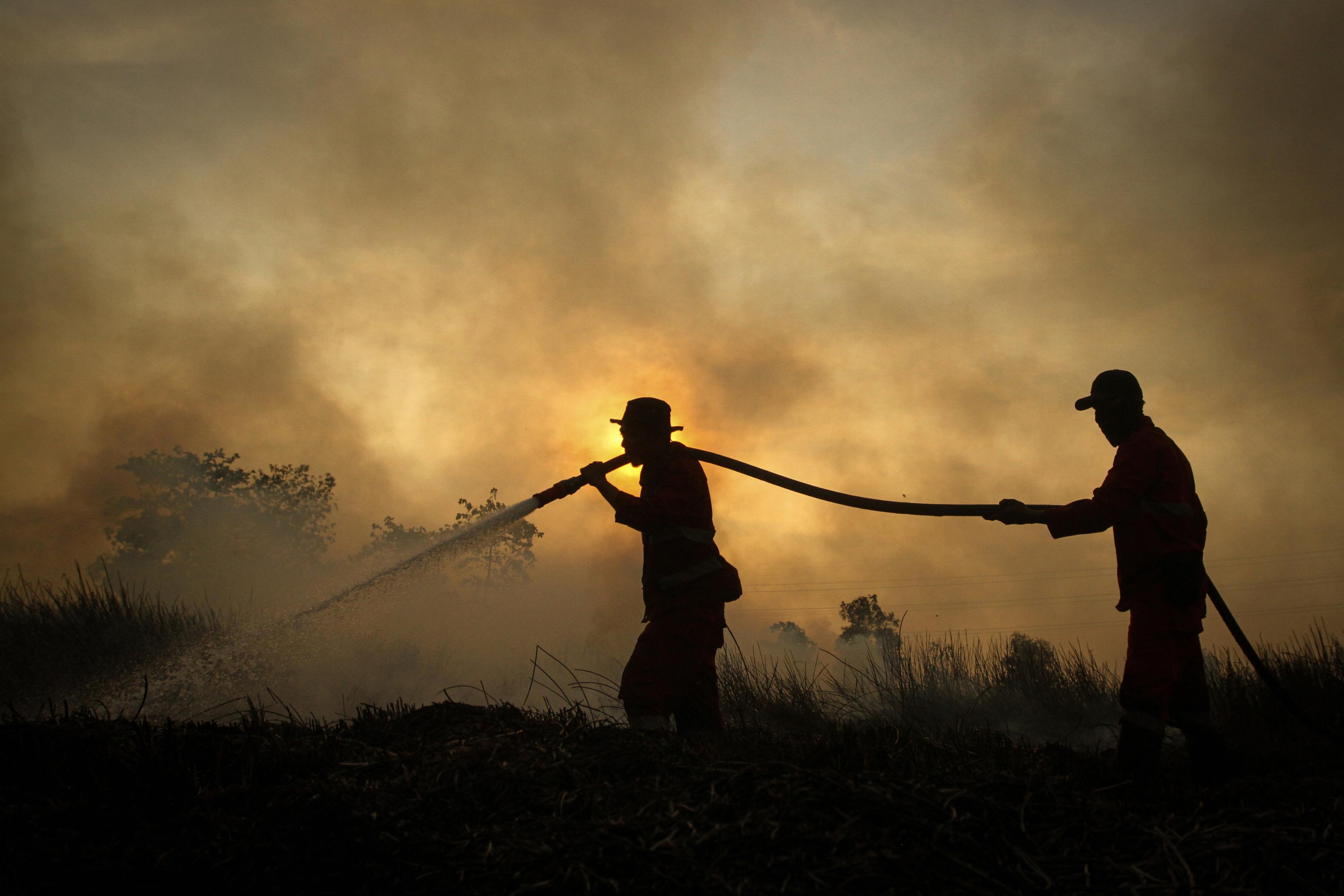 Szumátrán lassan mindent beborít a füst
