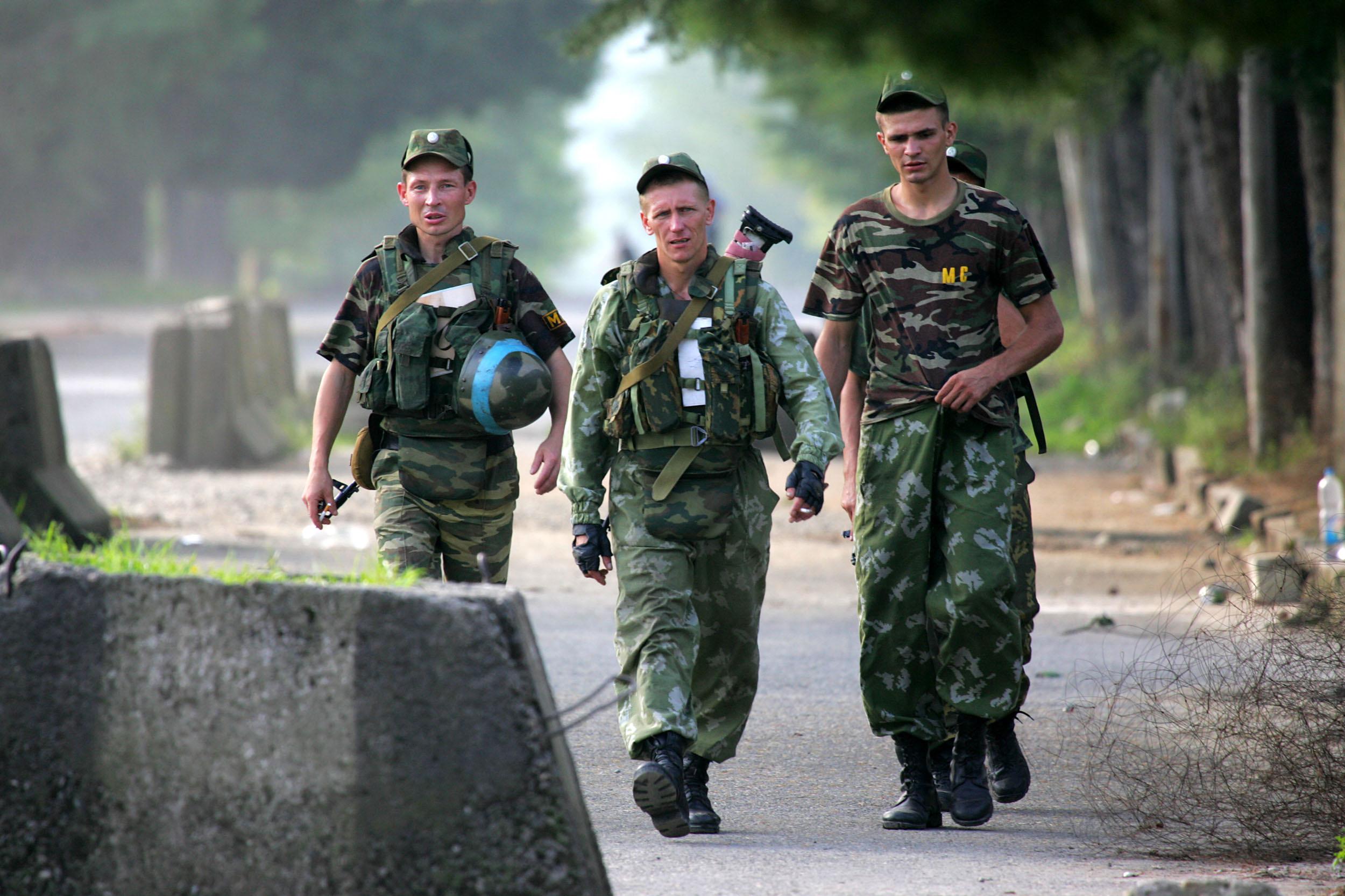 Putyin felfegyverzi az abház hadsereget