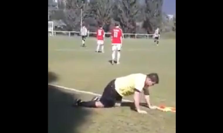 Úgy berúgott a cseh partjelző, hogy meccs közben elesett, és alig tudott felállni