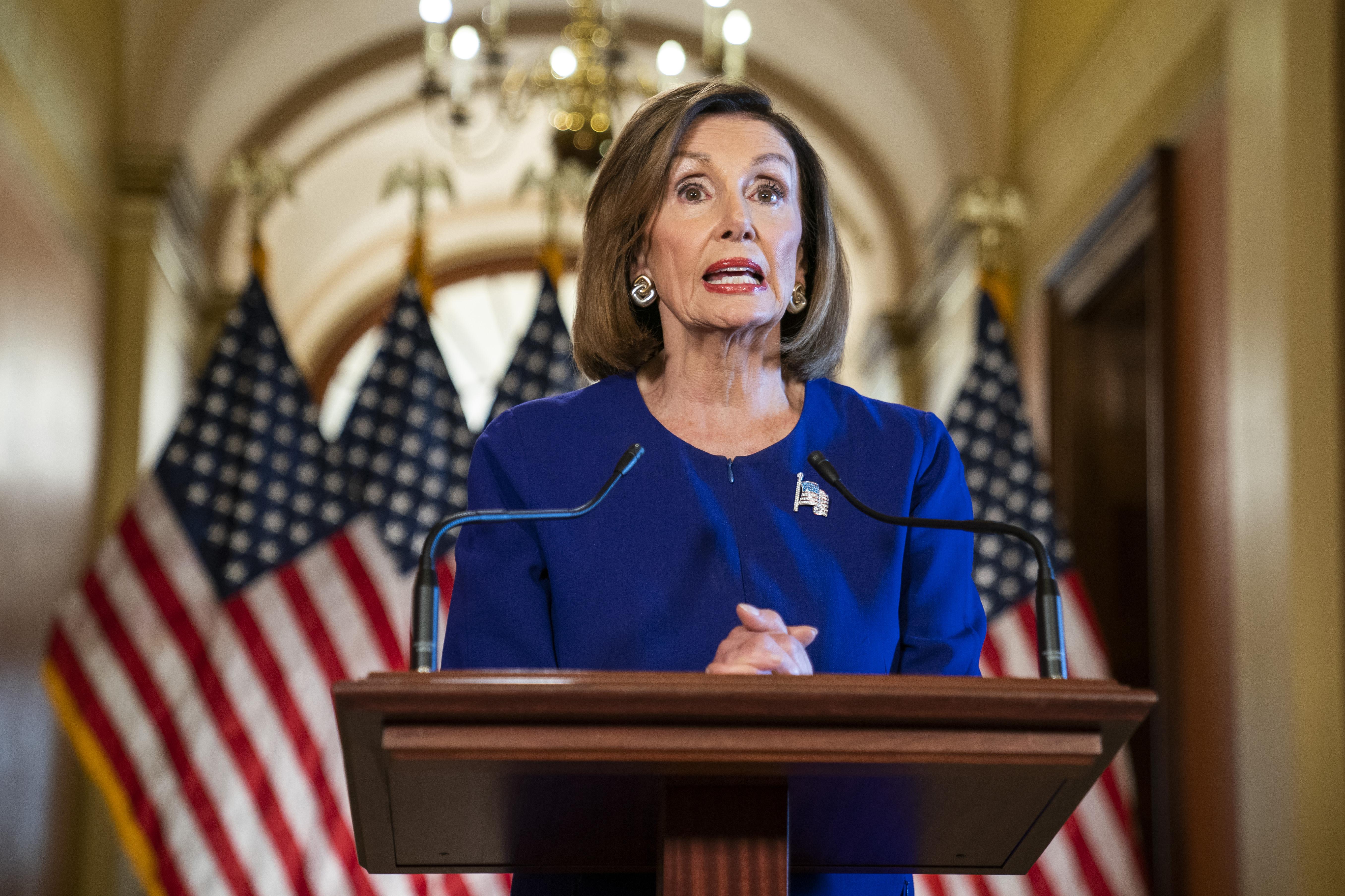 Nancy Pelosi bejelentette, hogy egy független bizottság vizsgálhatja ki a capitoliumi zavargásokat
