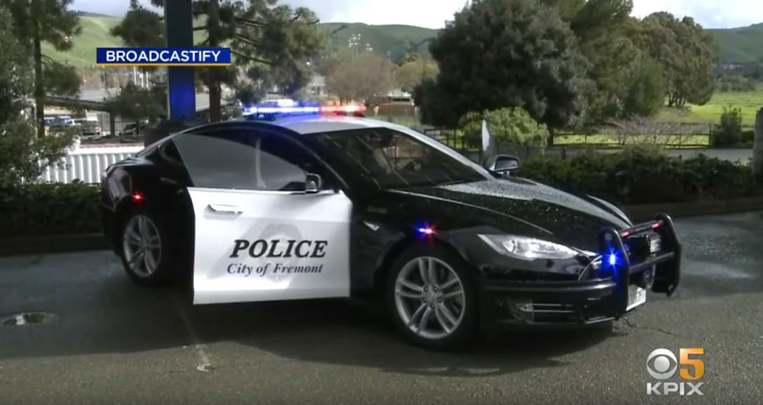 Autós üldözés közben merült le a rendőrségi Tesla