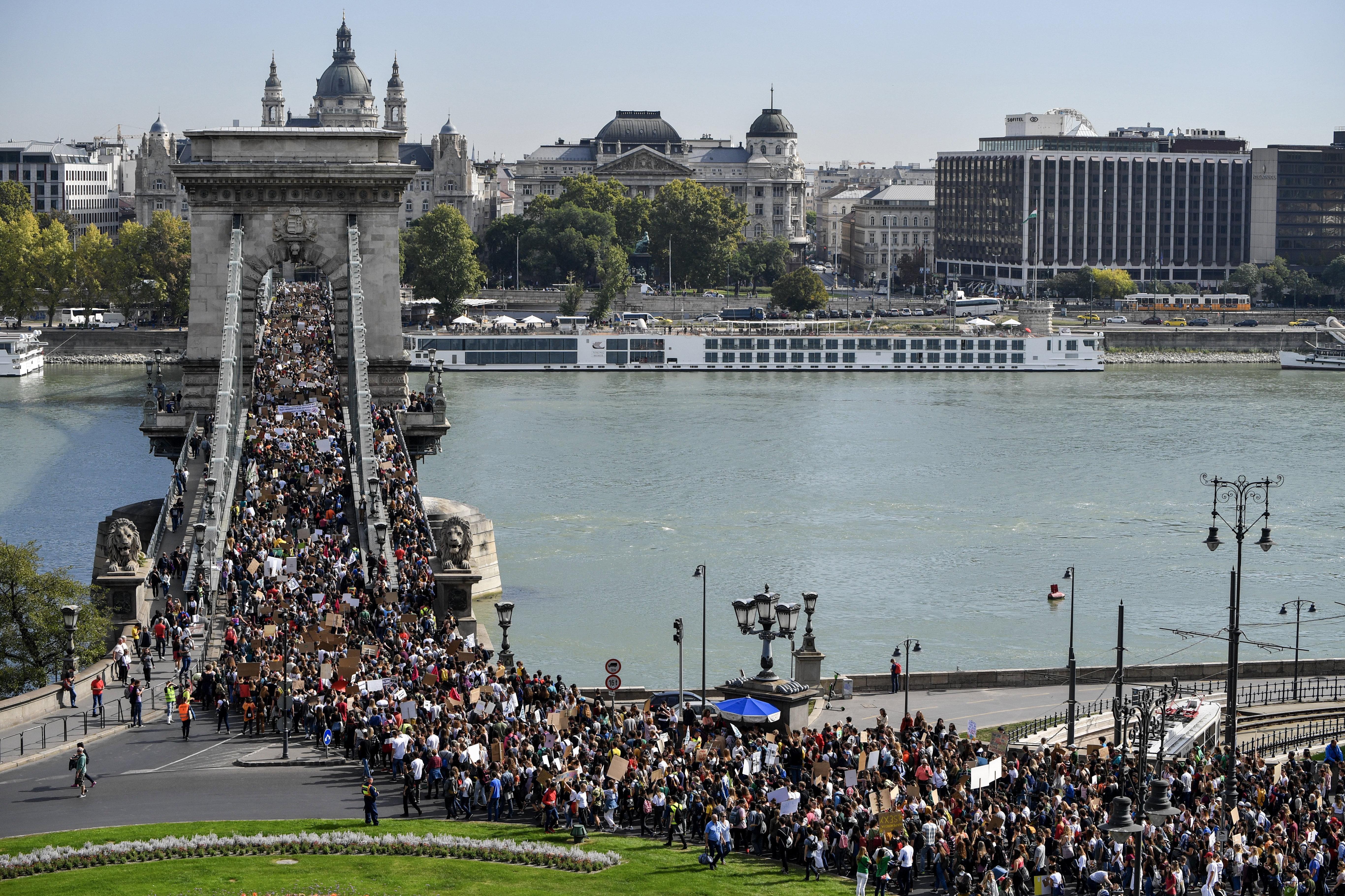 Soha ennyi fiatal nem tüntetett még Budapesten a klímaváltozás miatt