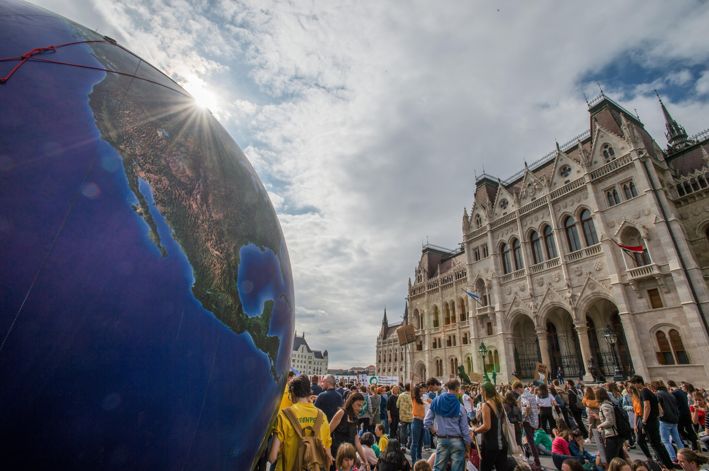 Az Alkotmánybíróság elé viszi a klímatörvényt az ellenzék