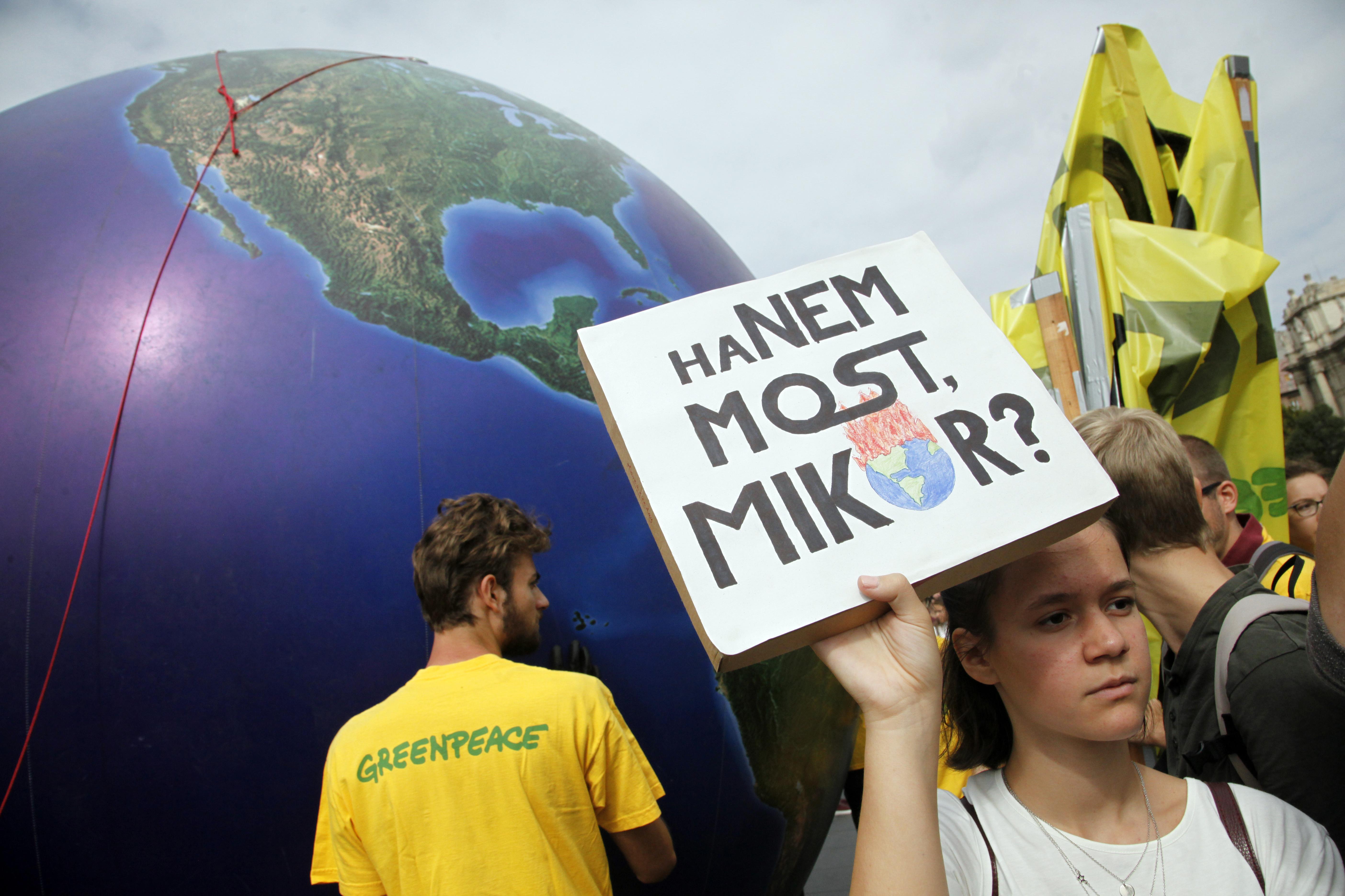Bepanaszolták a kormányt, amiért elsunnyogták a klímaügyi konzultációt