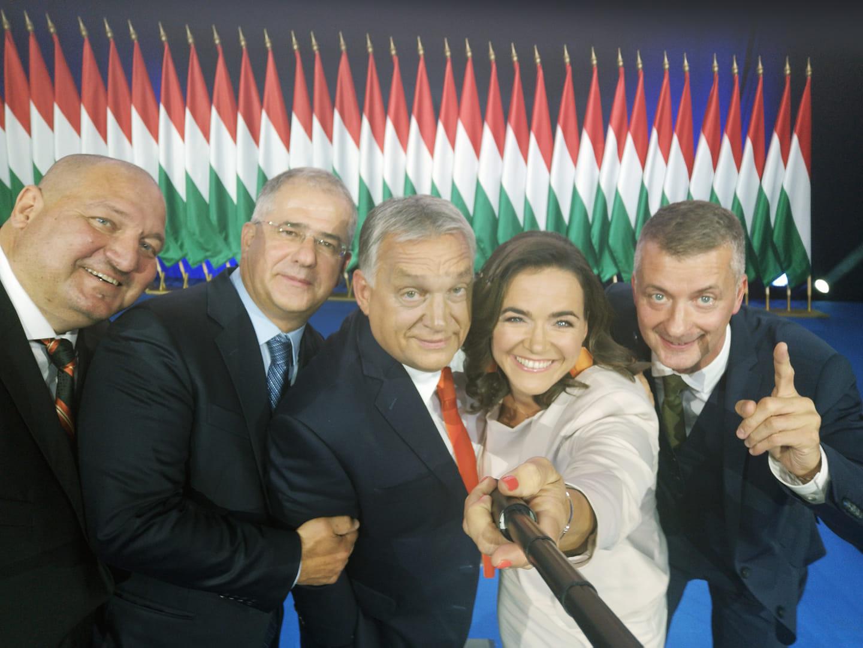 Egy jól sikerült szelfi a Fidesz új elnökségéről :-)