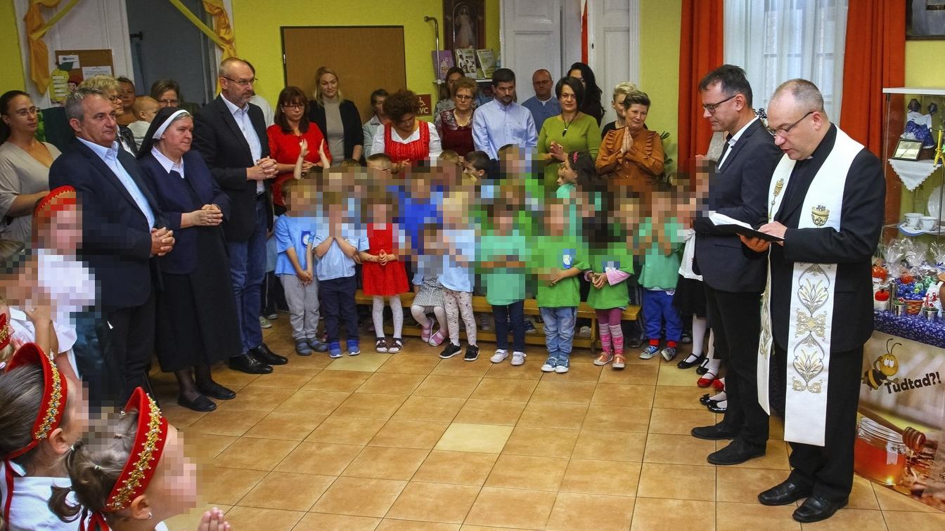 Jogsértően kampányolt óvodában a bajai polgármester