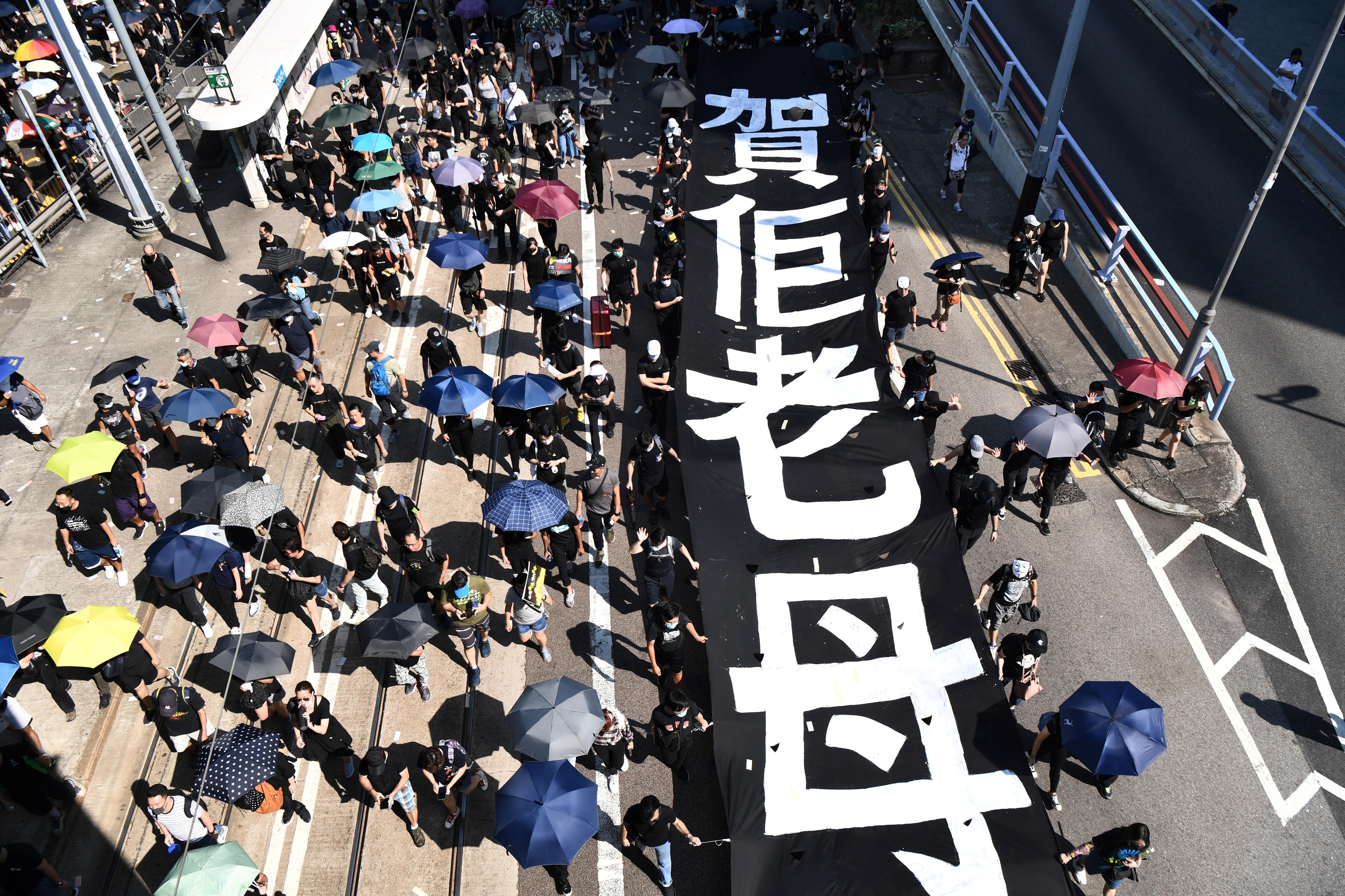 A hongkongi rendőrség letartóztatta a meglőtt diáktüntetőt