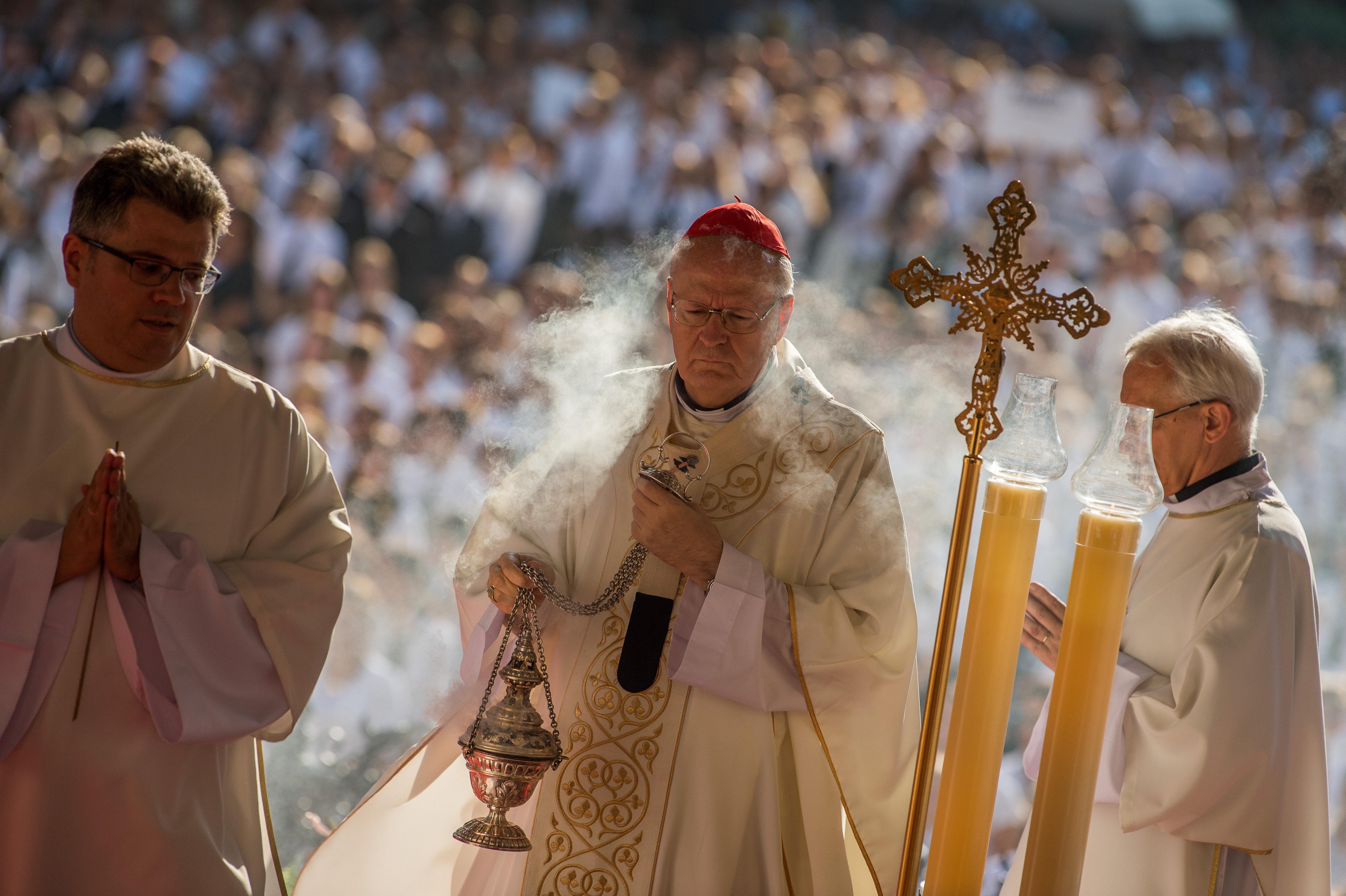 Mostantól a katolikus egyházmegyék honlapjain is lehet jelenteni a szexuális visszaéléseket