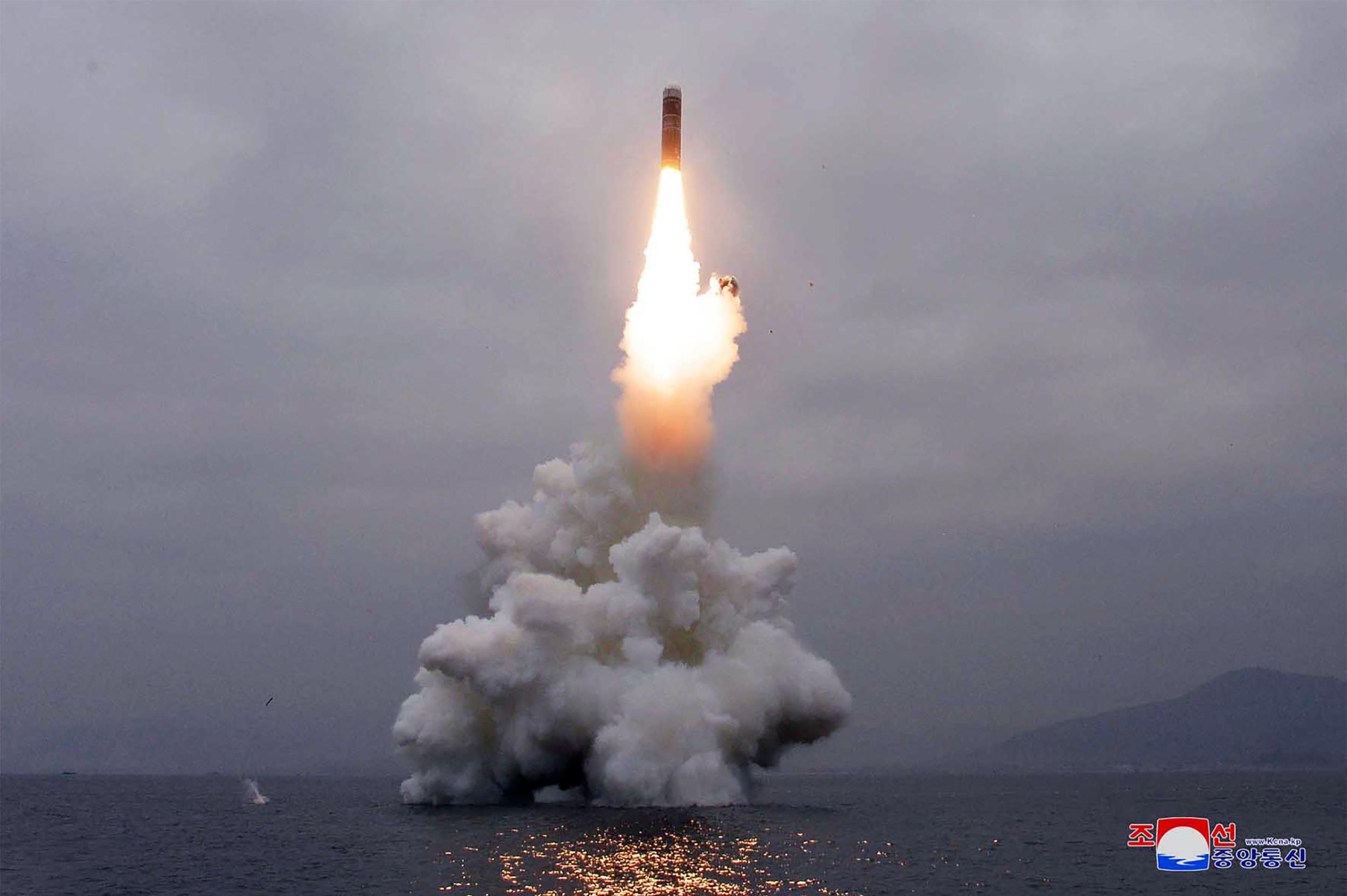 Miközben a világ koronavírus ellen küzd, addig Észak-Korea rakétákat tesztel
