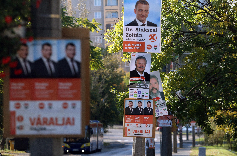 Még három hetük van eltávolítani a jelölteknek a plakátjaikat