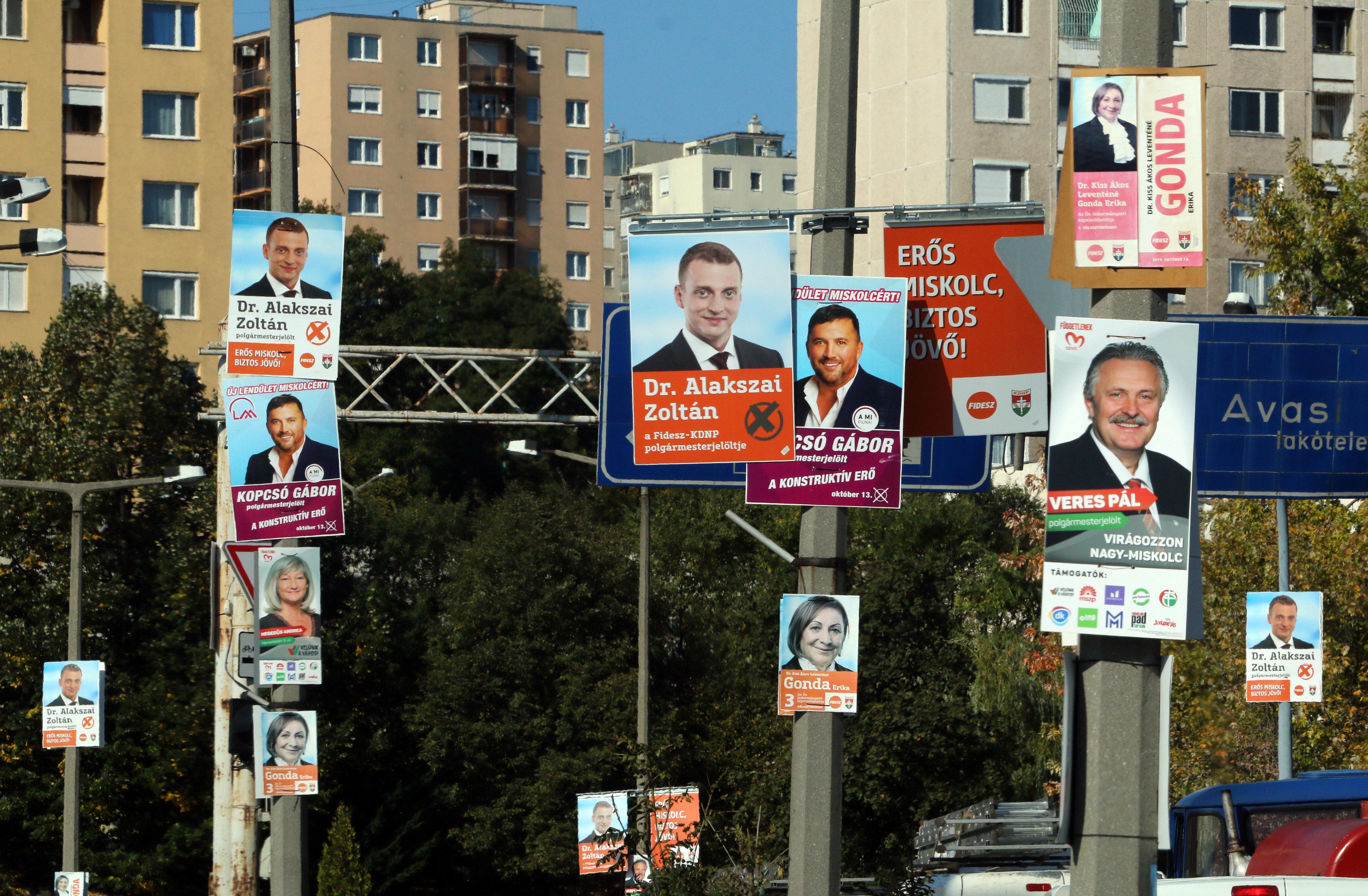 Kedden délután négyig gyönyörködhetünk a választási plakátokban
