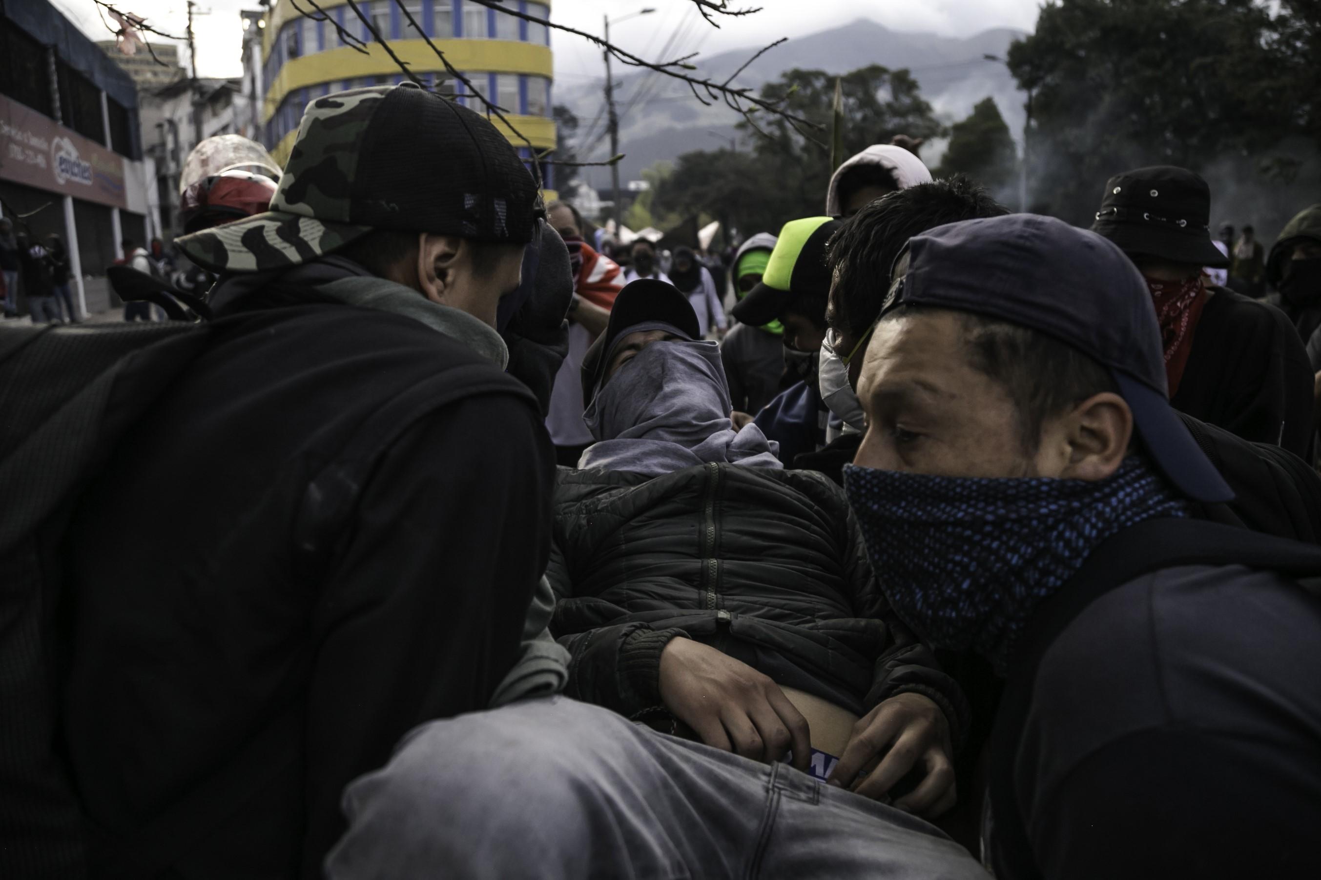 Betörtek a parlamentbe az ecuadori tüntetők, kijárási tilalmat rendeltek el a kormányzati épületek környékén