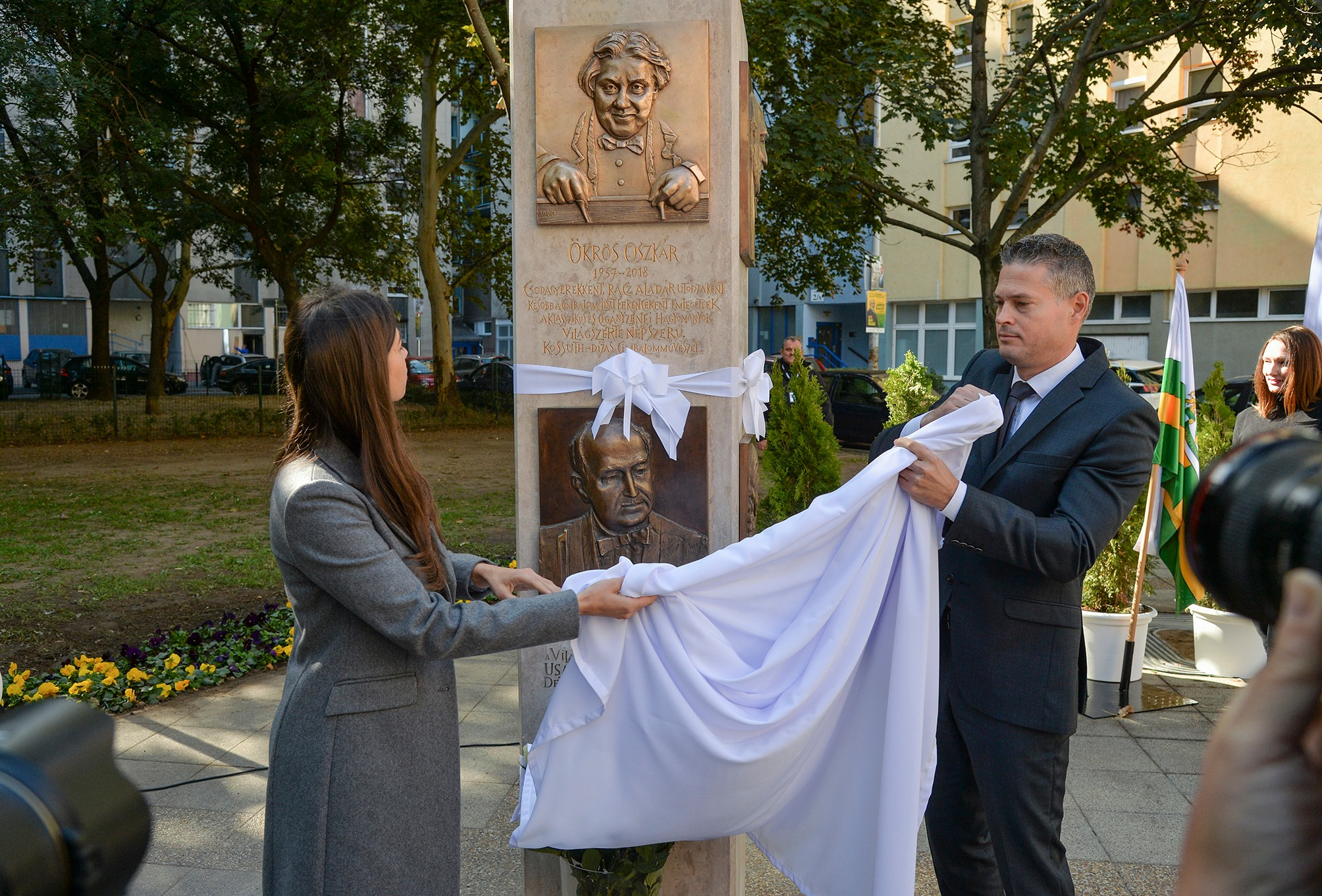 Józsefvárosban átadtak egy szobrot, ami valamiért hasonlít Semjén Zsoltra