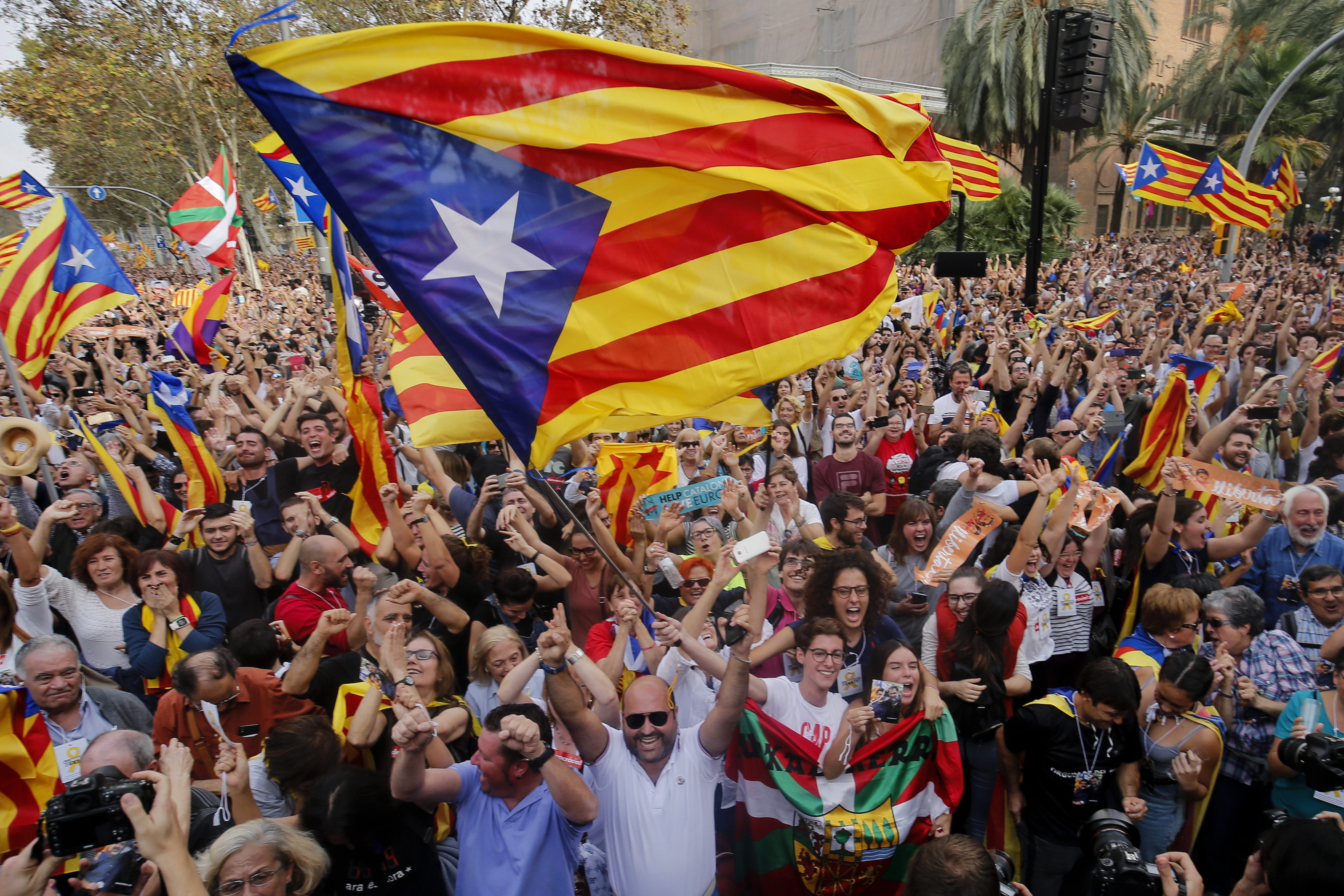 Kilenc katalán politikust ítéltek el zendülés miatt