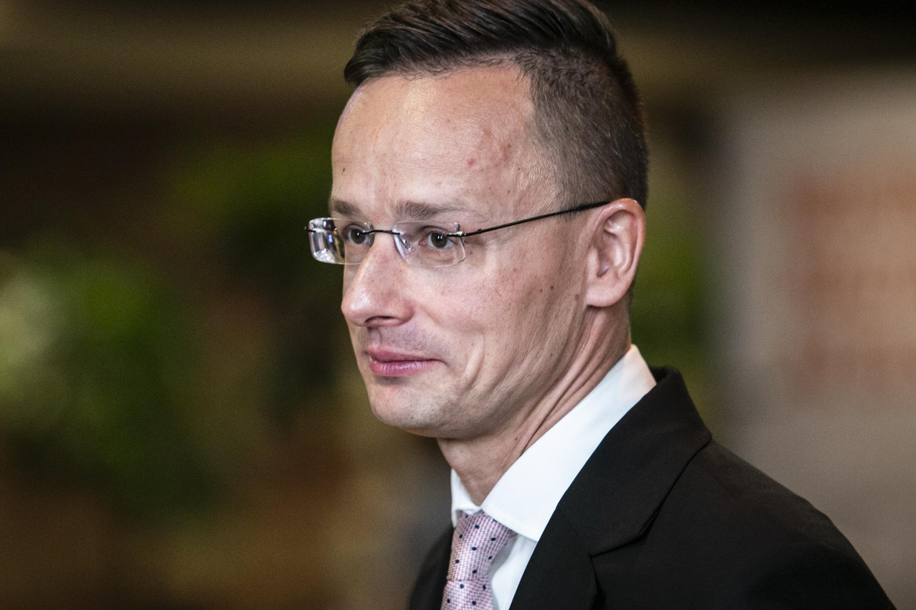 Külügyminisztérium: Szijjártó sosem engedné el maga mellől a helyettesét