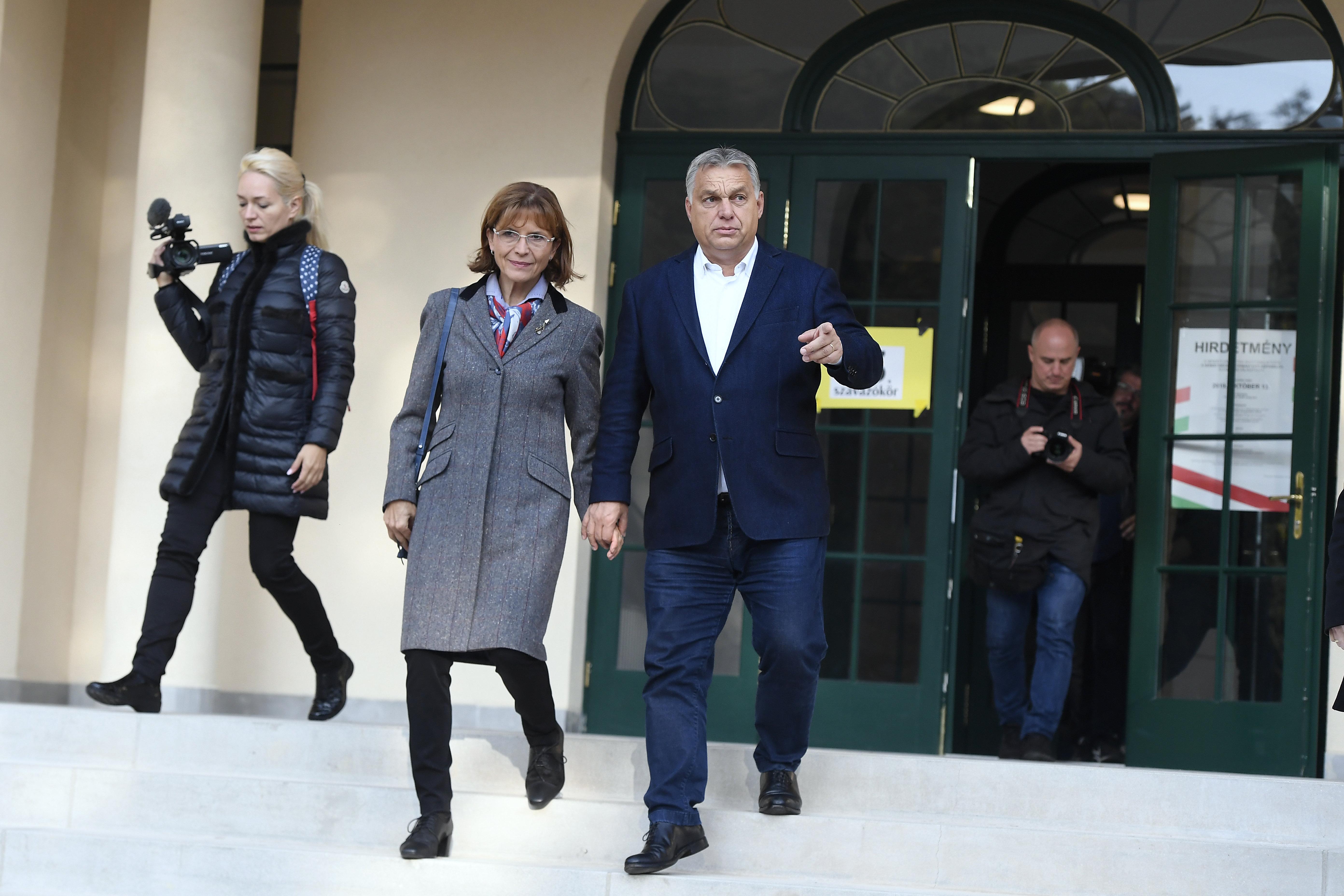 Orbán Viktor elhagyta az országot
